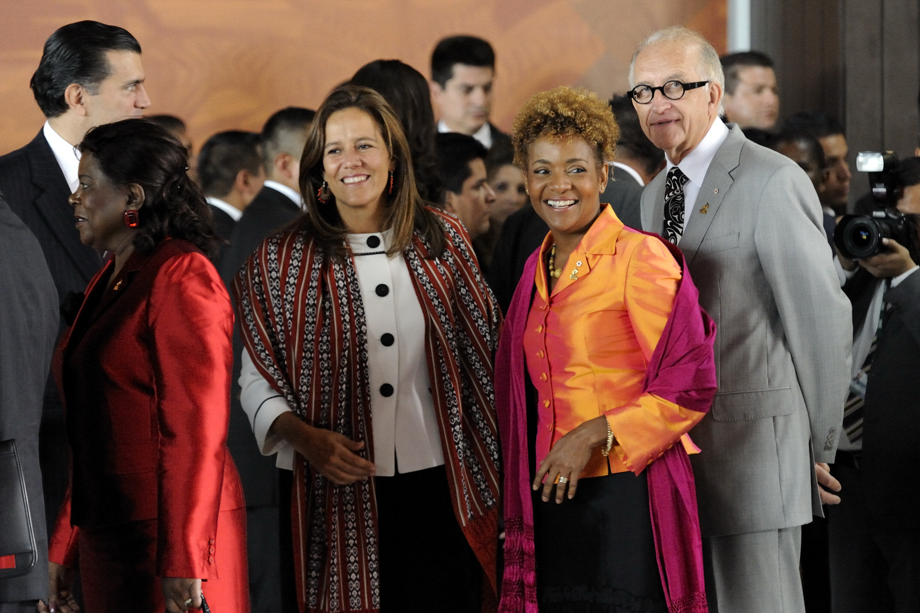Their Excellencies the Right Honourable Michaëlle Jean, Governor General of Canada, and her husband Jean-Daniel Lafond attended a luncheon hosted by Ambassador Patricia Espinosa Cantellano Secretary of Foreign Affairs for the United Mexican States at the National Museum of Anthropology and History in Mexico City. Upon their arrival, Their Excellencies met with the First Lady of the United Mexican States Margarita Zavala (left).
