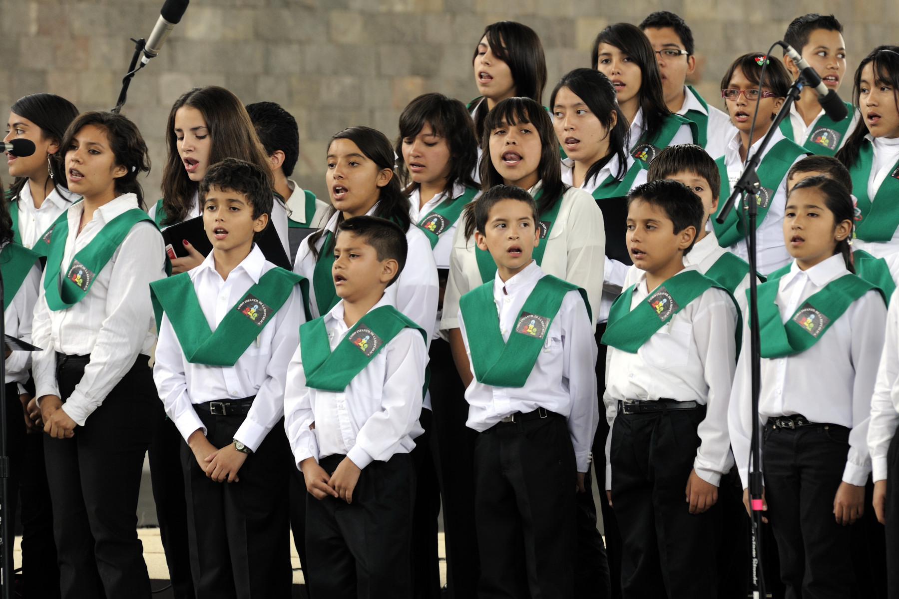A youth choir sang national songs.