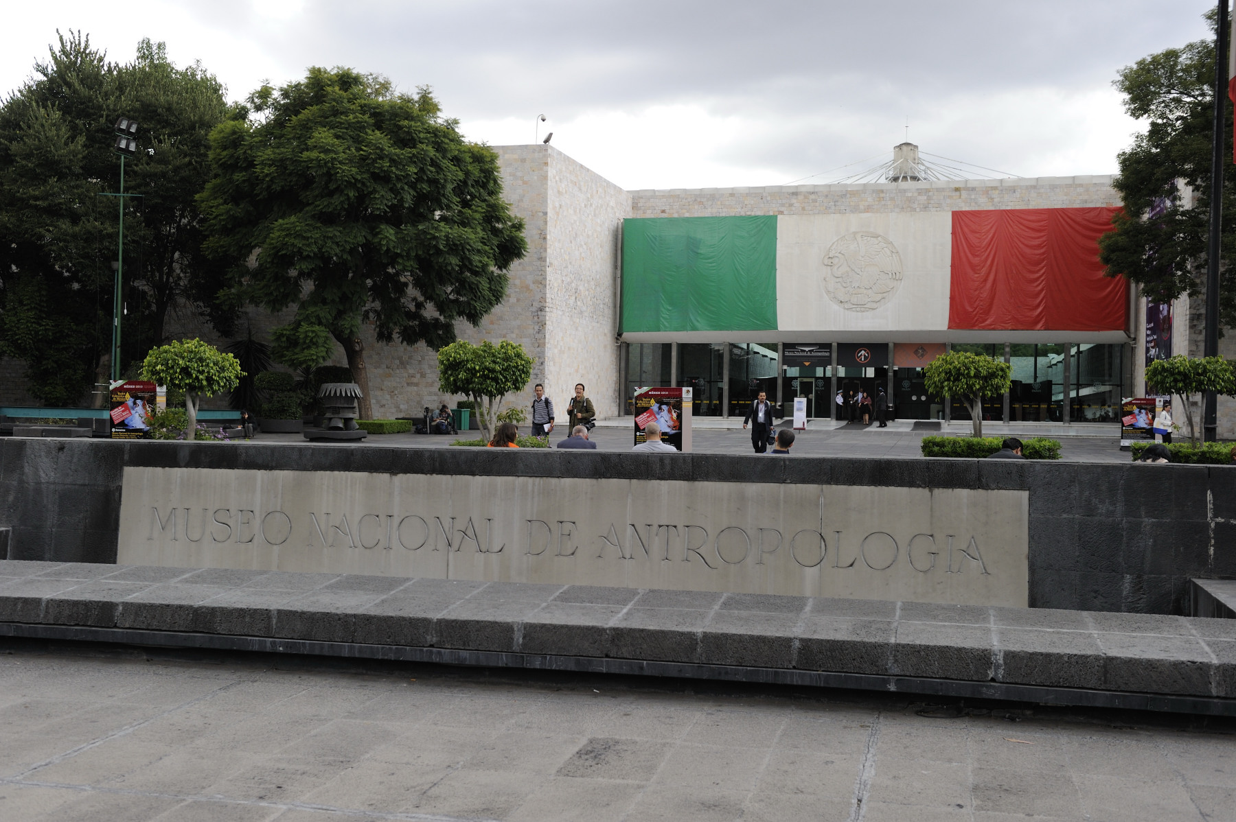 At the request of the Right Honourable Stephen Harper, Prime Minister of Canada, Their Excellencies visited Mexico City on September 13 and 14, 2010, to attend celebrations marking the bicentennial of the independence of the United Mexican States and the centennial of its revolution.