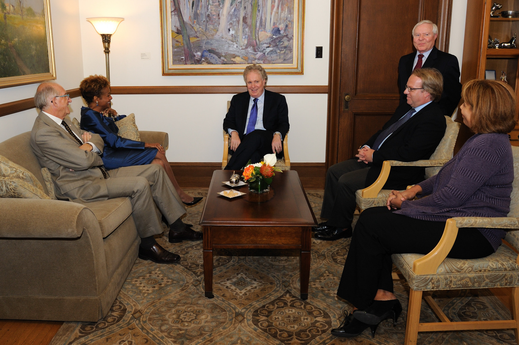 Before leaving Québec City, Their Excellencies met with the Honourable Jean Charest, Premier of Quebec.