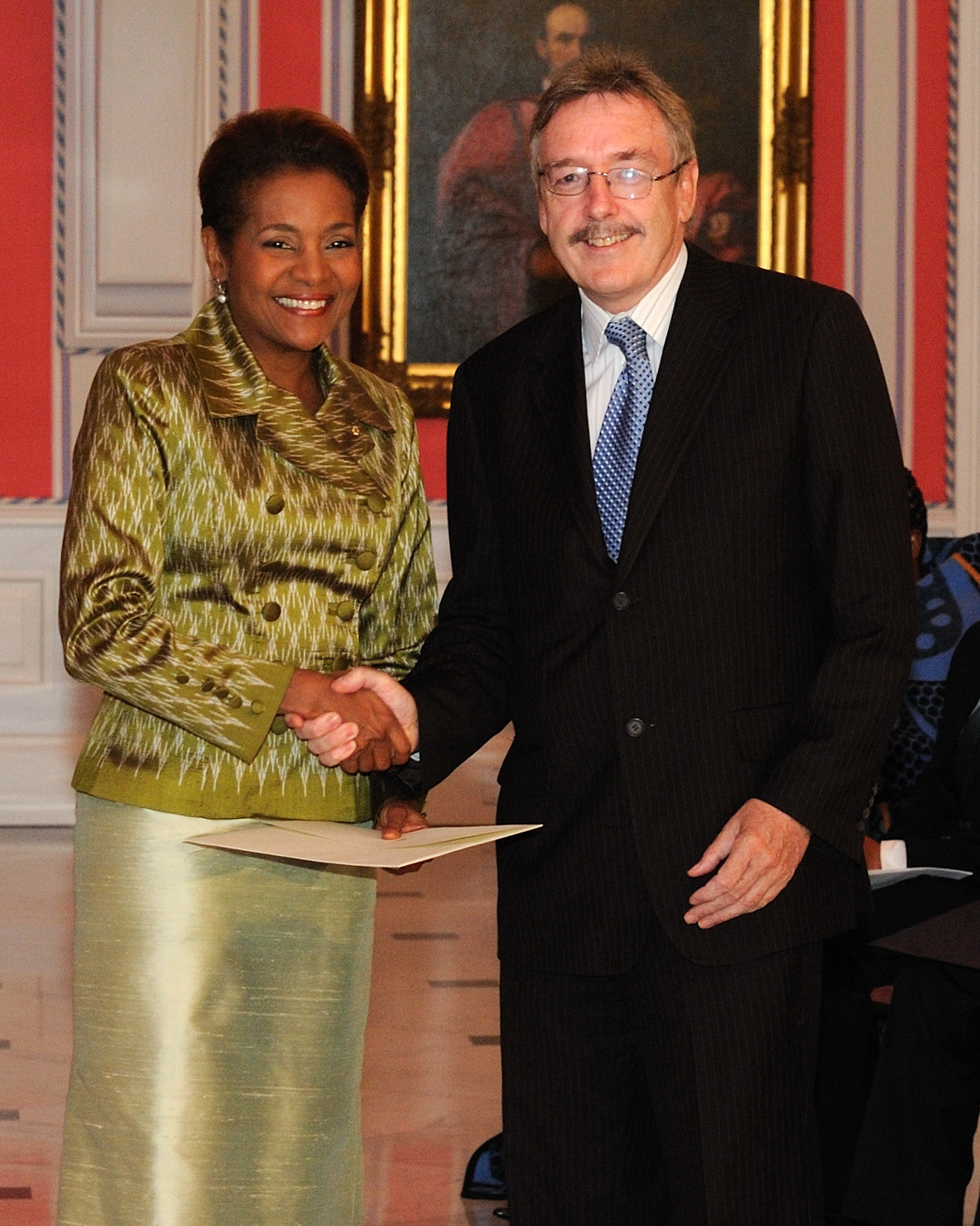 Her Excellency the Right Honourable Michaëlle Jean, Governor General of Canada, received the credentials of His Excellency John Raymond Bassett, Ambassador-designate of Ireland.