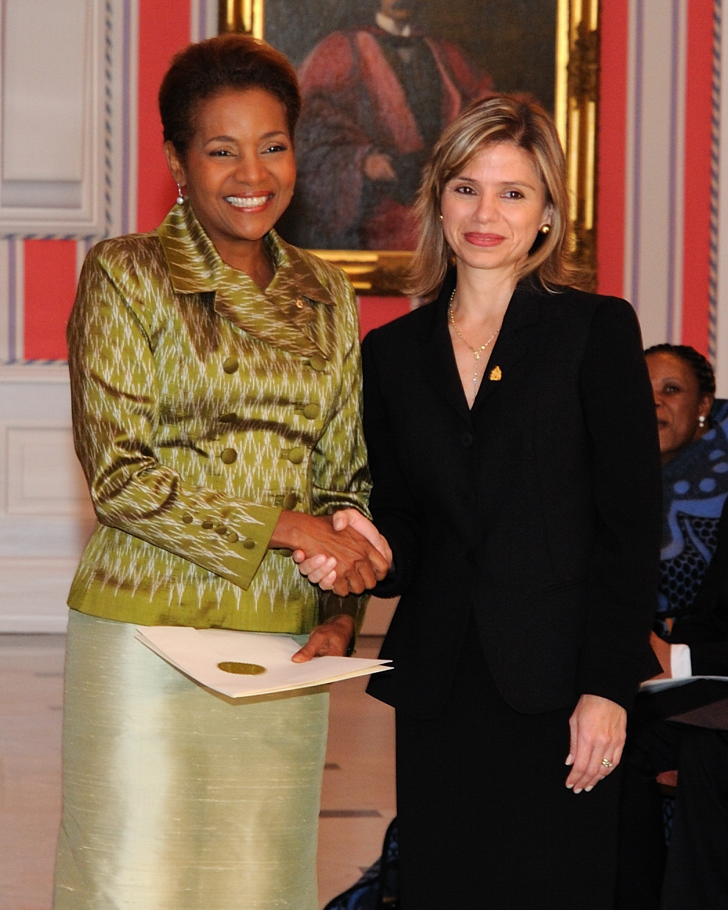 Her Excellency the Right Honourable Michaëlle Jean, Governor General of Canada, received the credentials of Her Excellency Sofia Lastenia Cerrato Rodriguez, Ambassador-designate of the Republic of Honduras.