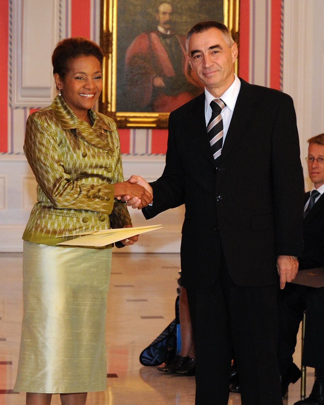 Her Excellency the Right Honourable Michaëlle Jean, Governor General of Canada, received the credentials of His Excellency Zoran Veljic, Ambassador-designate of the Republic of Serbia.
