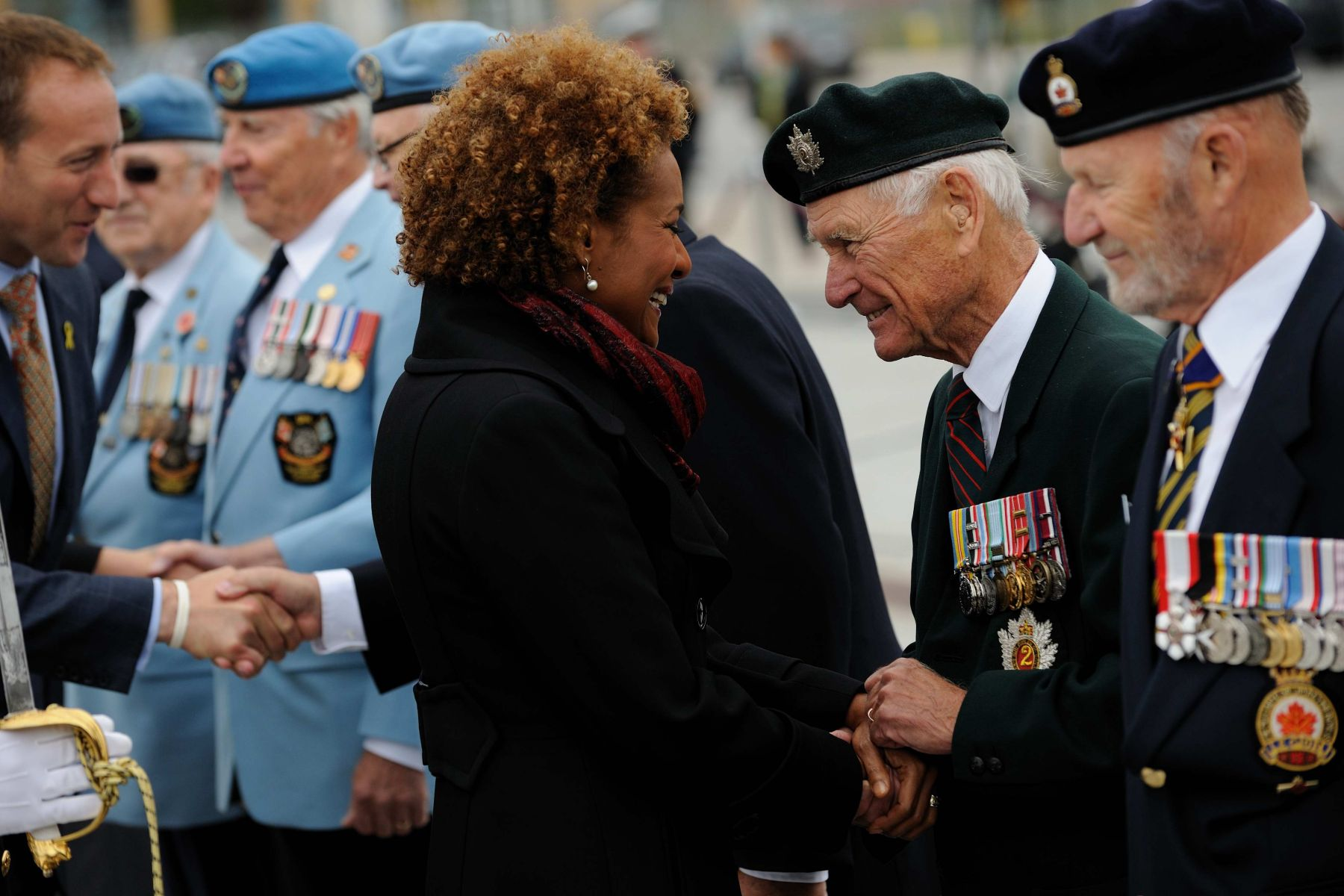 The guard of honour also included veterans. Here, the Governor General took the time to exchange a few words with Veteran John Saunders.