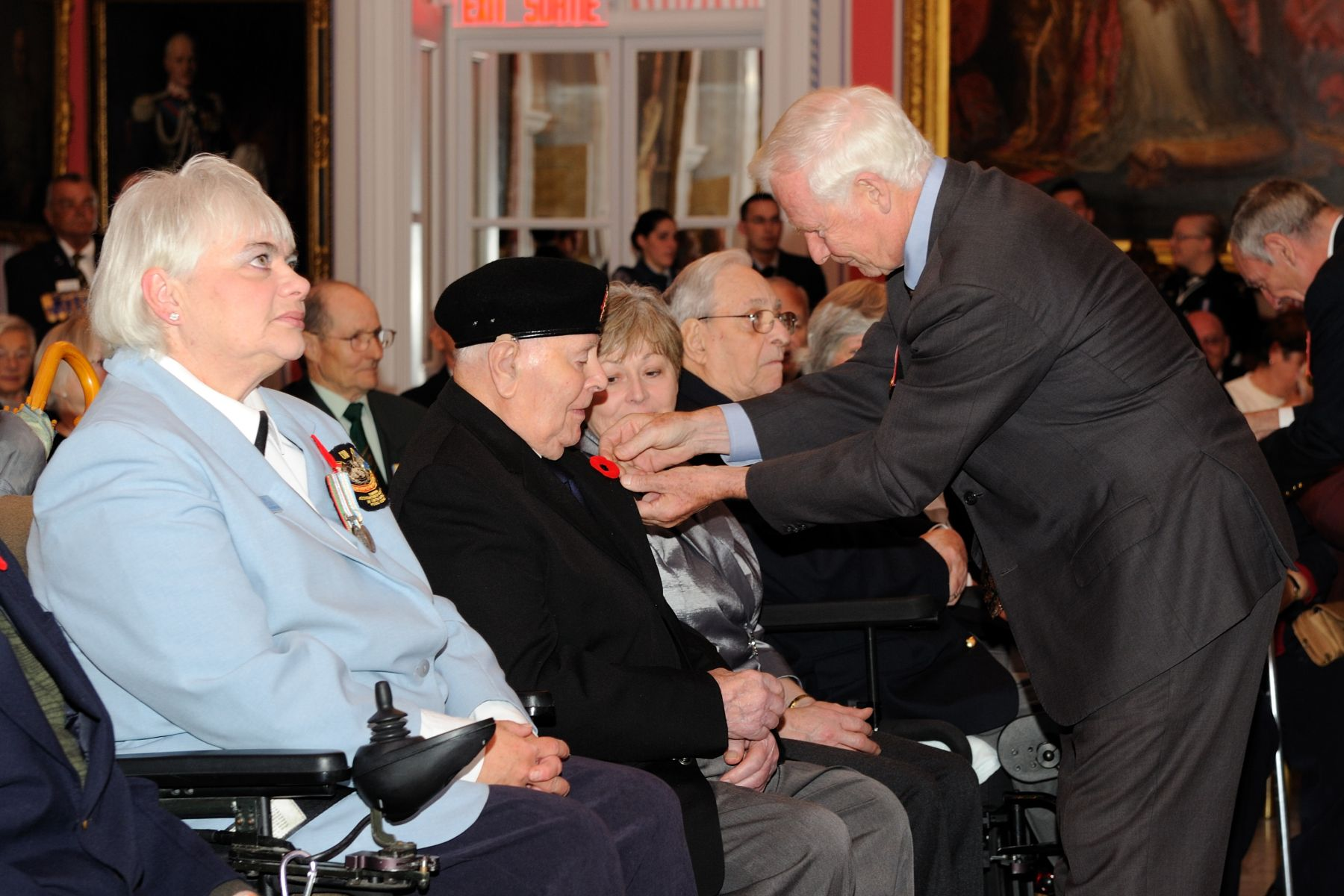 His Excellency gave poppies to veterans who attended the ceremony at Rideau Hall. Each year, approximately 18 million poppies are distributed in communities across Canada. Officially adopted in Canada in 1921 by the Great War Veterans' Association (the predecessor of today's Royal Canadian Legion), poppies are recognized as the national symbol of remembrance for the 117 000 Canadian men and women who gave their lives during military service around the world.
