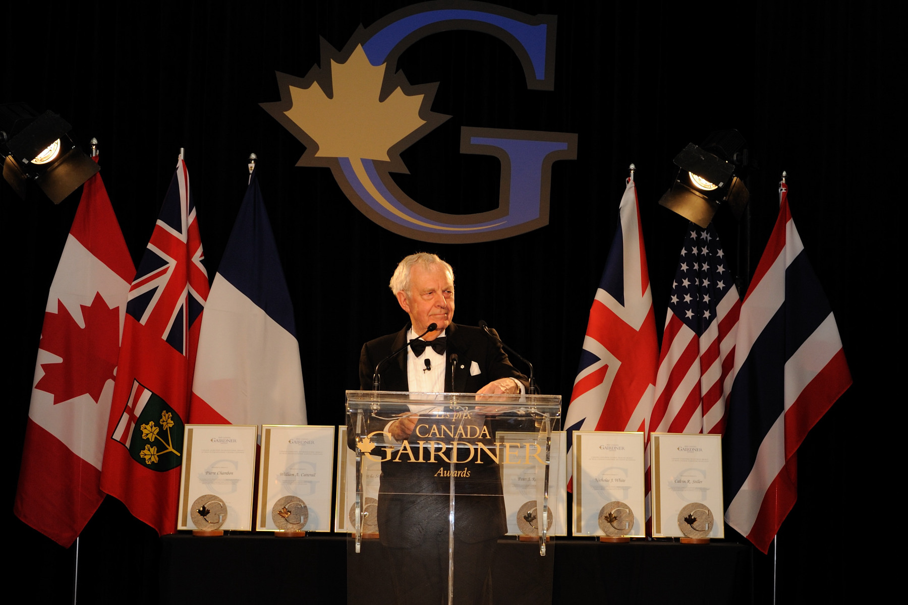 His Excellency the Right Honourable David Johnston, Governor General of Canada, attended the Gairdner Foundation Annual Awards Dinner in Toronto on October 28, 2010. The evening was hosted by Dr. John Dirks, President and Scientific Director of the Gairdner Foundation.