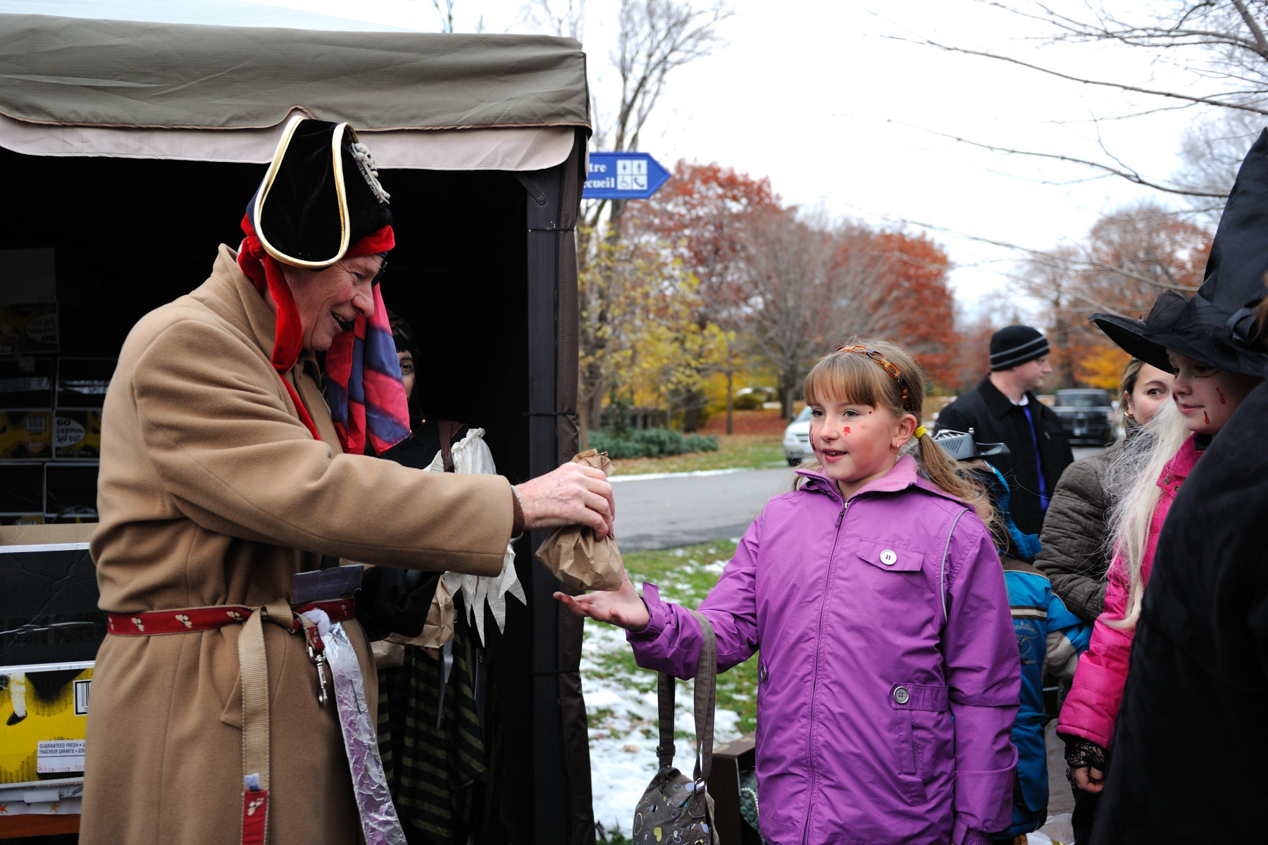 On Halloween day, His Excellency the Right Honourable David Johnston, Governor General of Canada, welcomed families of the Ottawa-Gatineau Region to Rideau Hall.