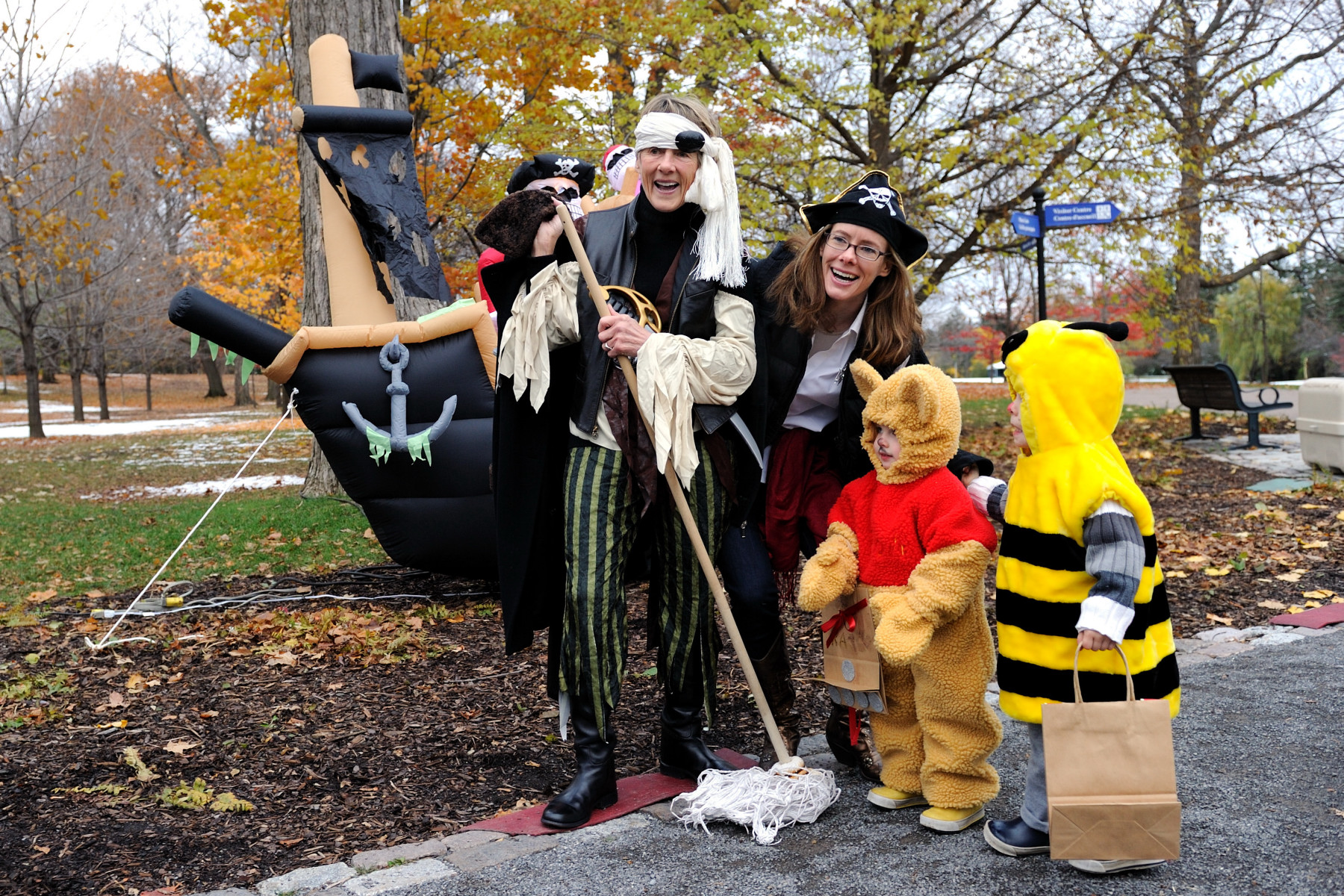 Her Excellency Mrs. Sharon Johnston, along with her daughter and her grand children, greeted trick-or-treaters that dared to venture on the Rideau Hall grounds.