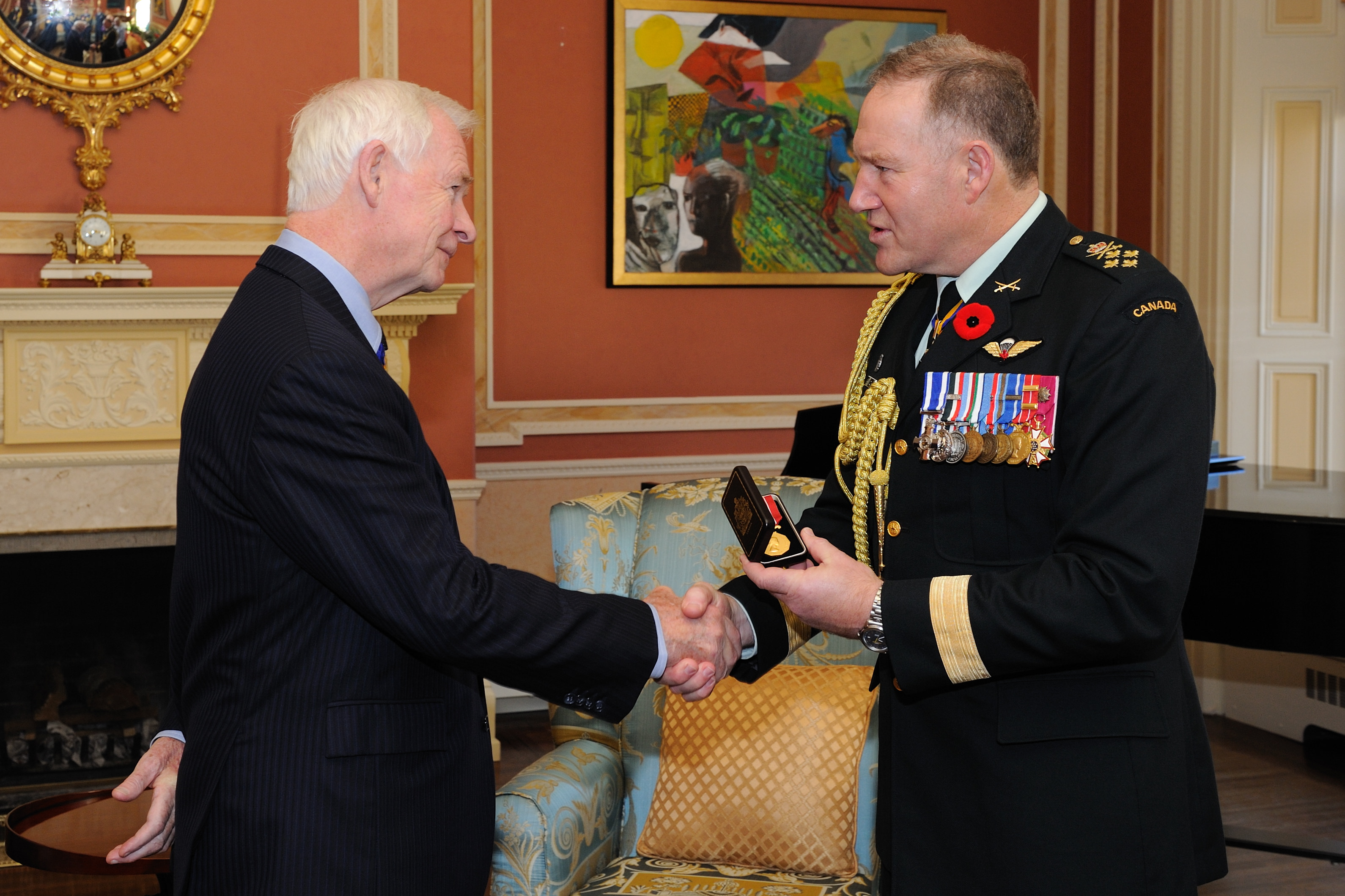 General Walt Natynczyk, C.M.M., M.S.C., C.D., Chief of the Defence Staff, presented the Canadian Forces' Decoration to His Excellency the Right Honourable David Johnston, C.C., C.M.M., C.O.M., C.D., Governor General and Commander-in-Chief of Canada, during a ceremony at Rideau Hall on November 2, 2010.