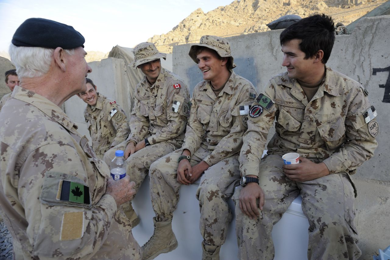 The visit concluded with a return to Kandahar to exchange with Canadians.