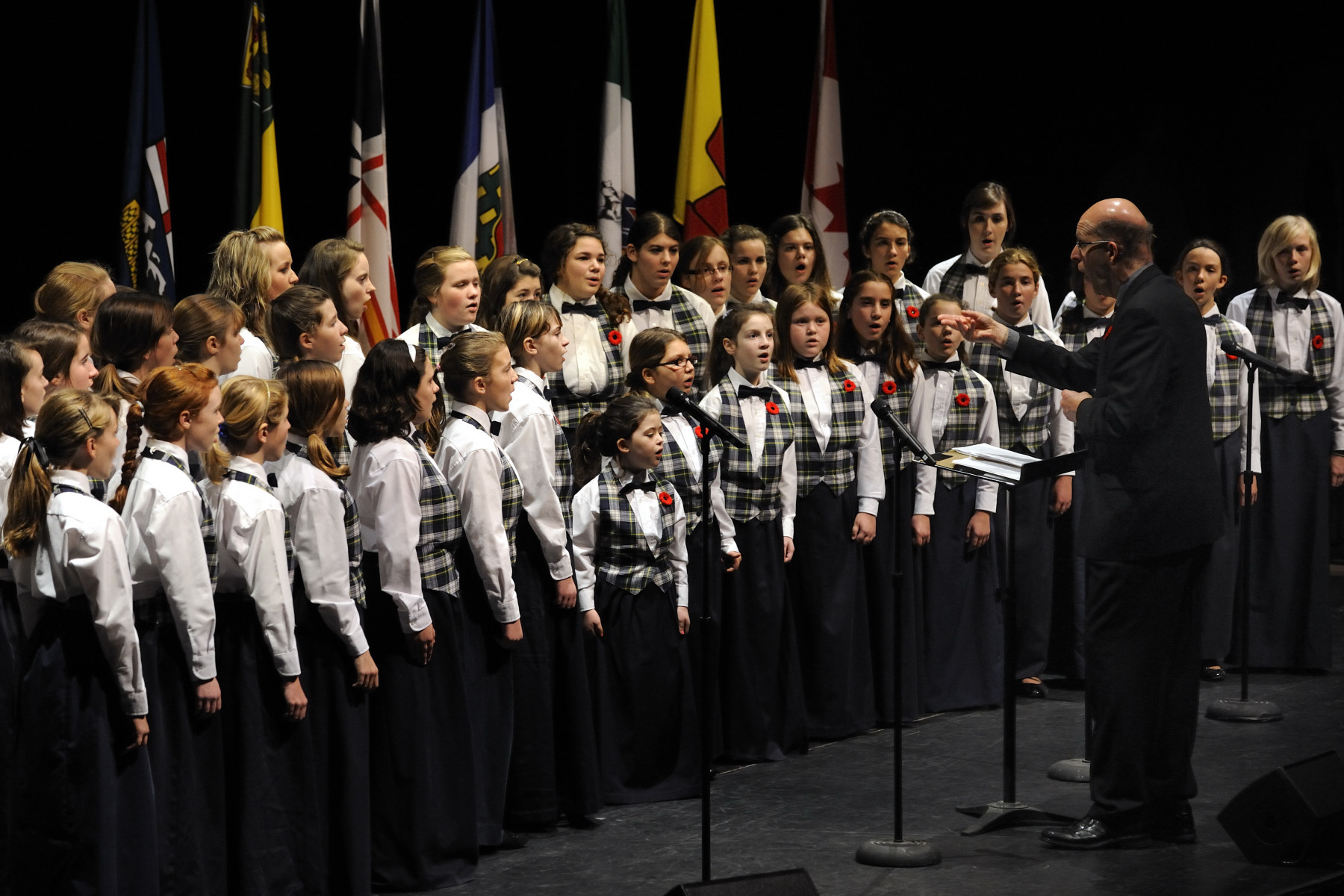 Their Excellencies attended the 8th national Symons Lecture on the State of Canadian Confederation. At the beginning of the ceremony, a local youth choir performed.