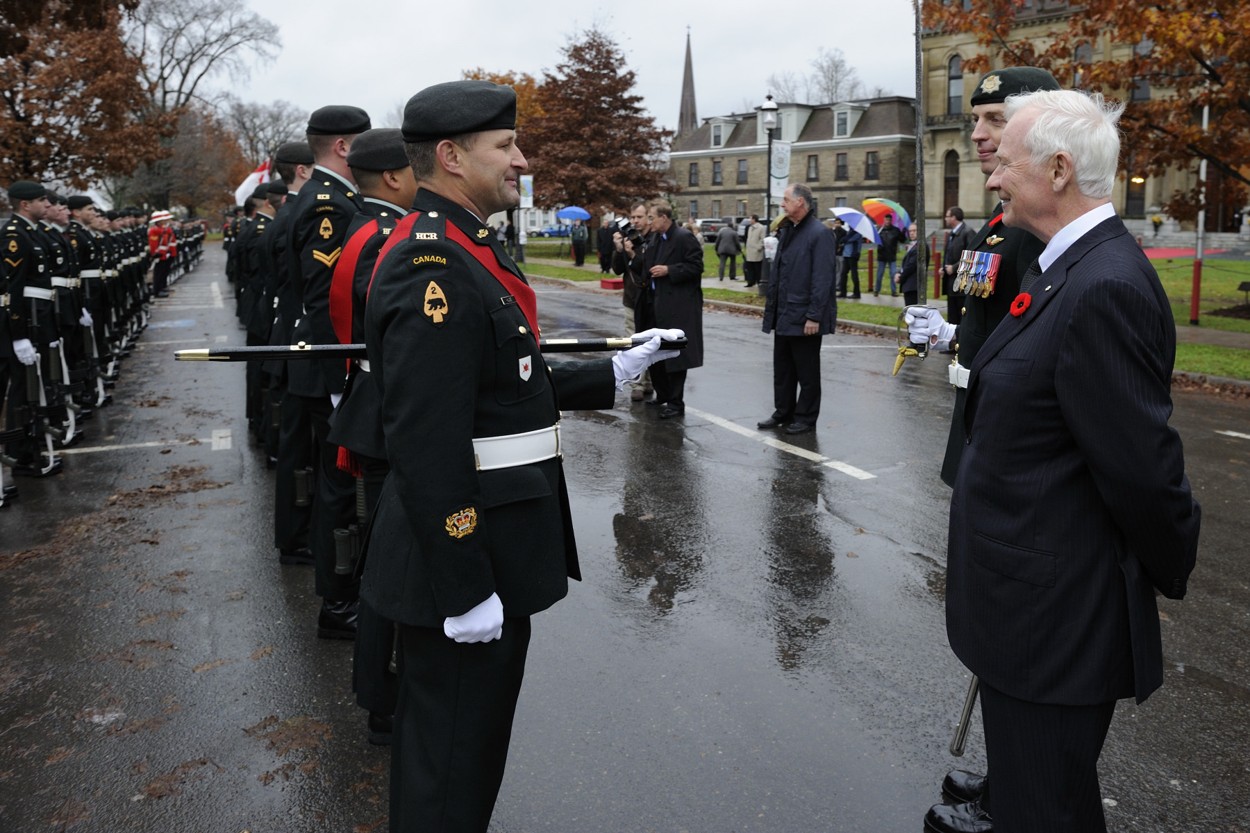 During the inspection, the Governor General stopped to speak with Canadian Forces members.