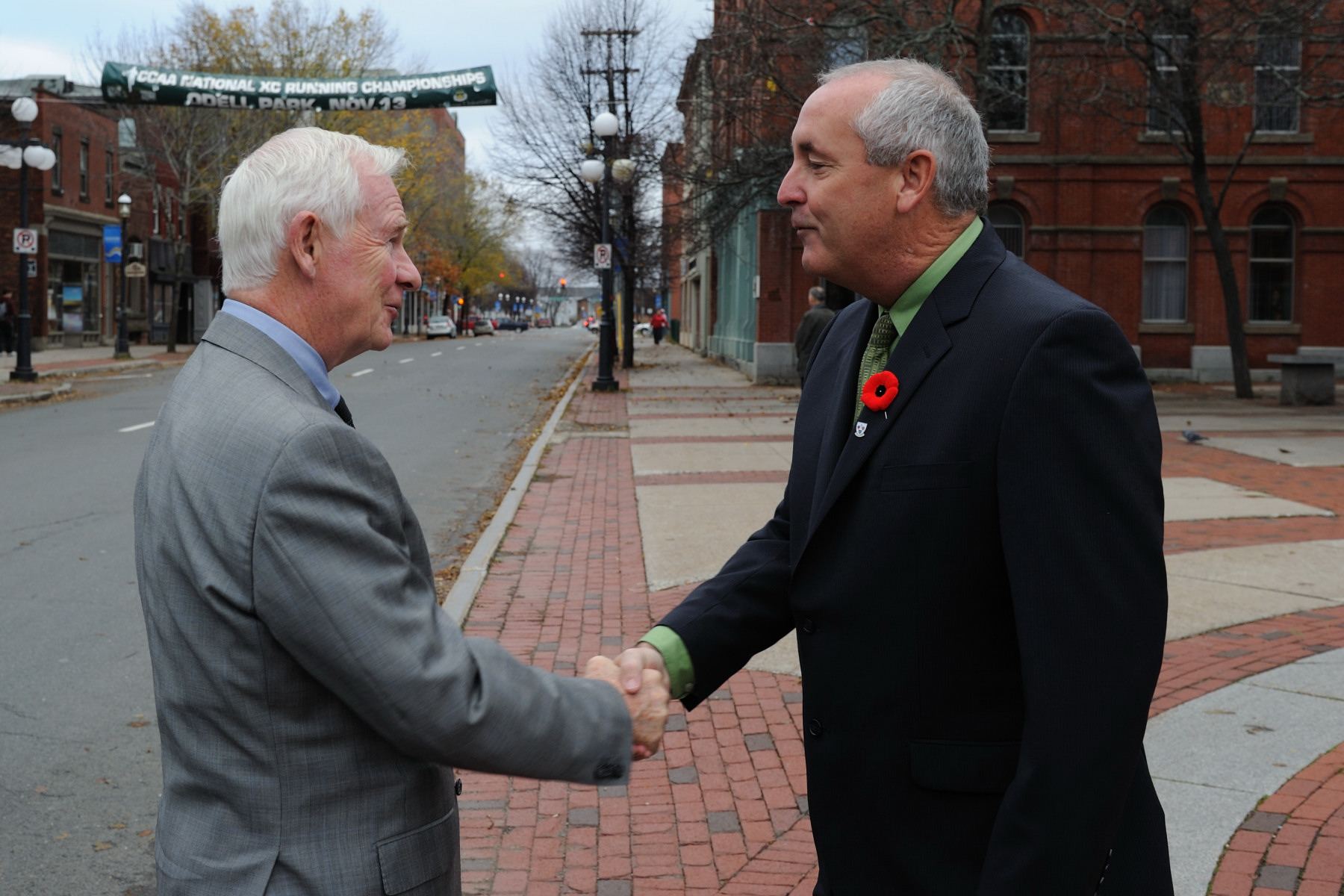 Upon his arrival at City Hall, His Excellency the Right Honourable David Johnston, Governor General of Canada, was greeted by Mr. Dan R. Keenan, Deputy Mayor of Fredericton.