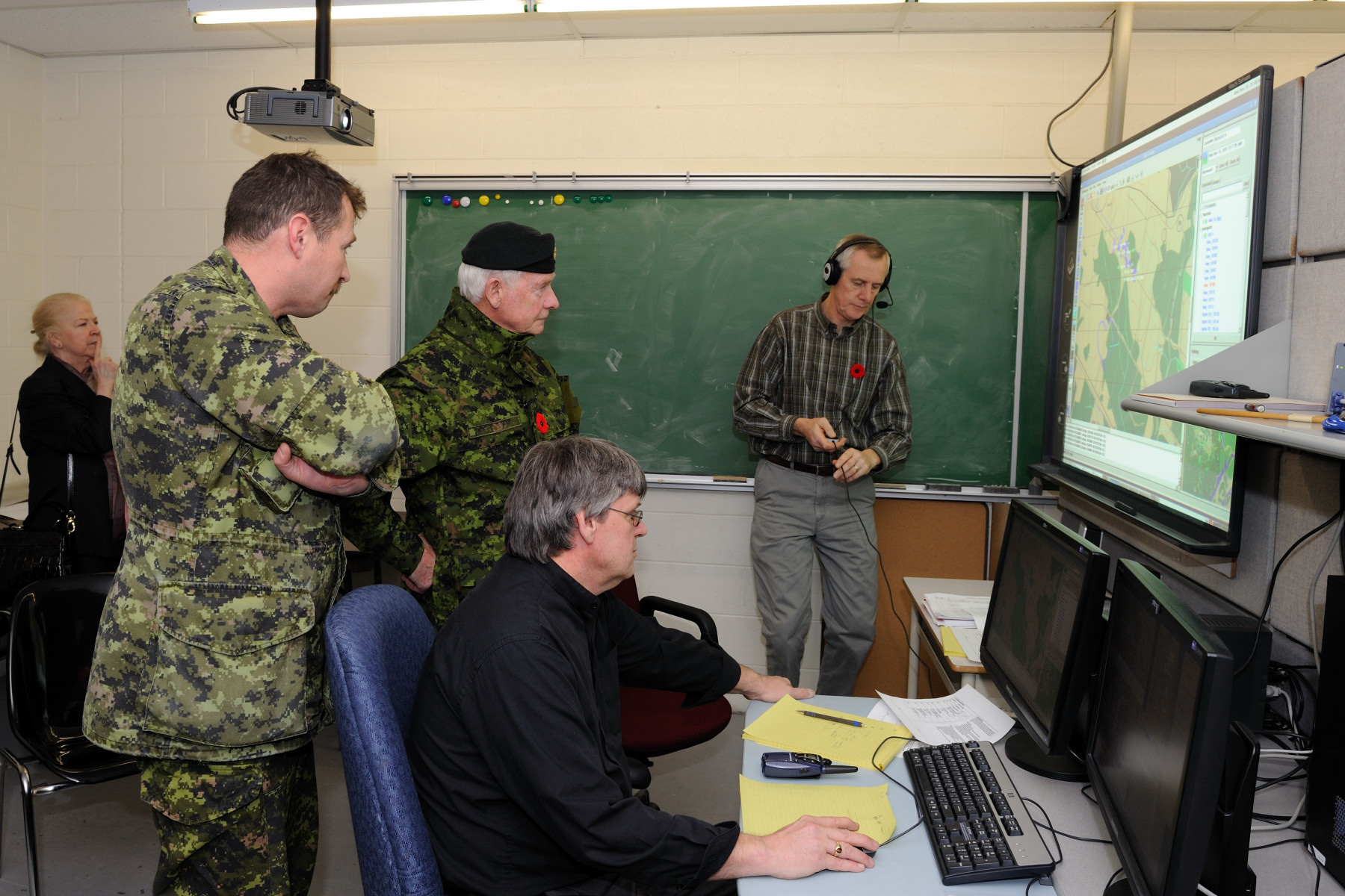 At the Combat Training Centre, His Excellency discovered the technical and operational work conducted by staff members from Royal Canadian Regiment.