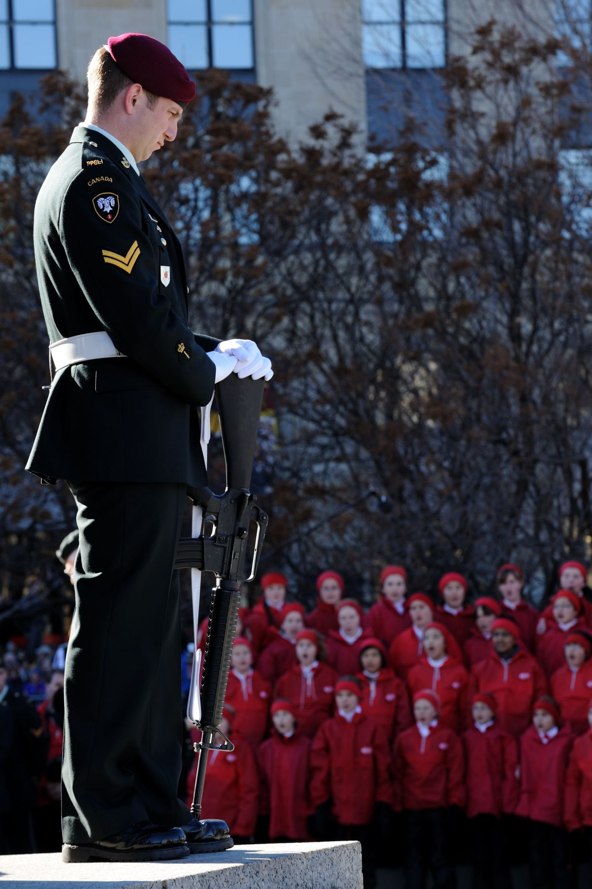 "A sentry at the National War Memorial was standing close to a children choir. The ""O! Canada"" and ""God Save the Queen"" were among the songs that were heard."