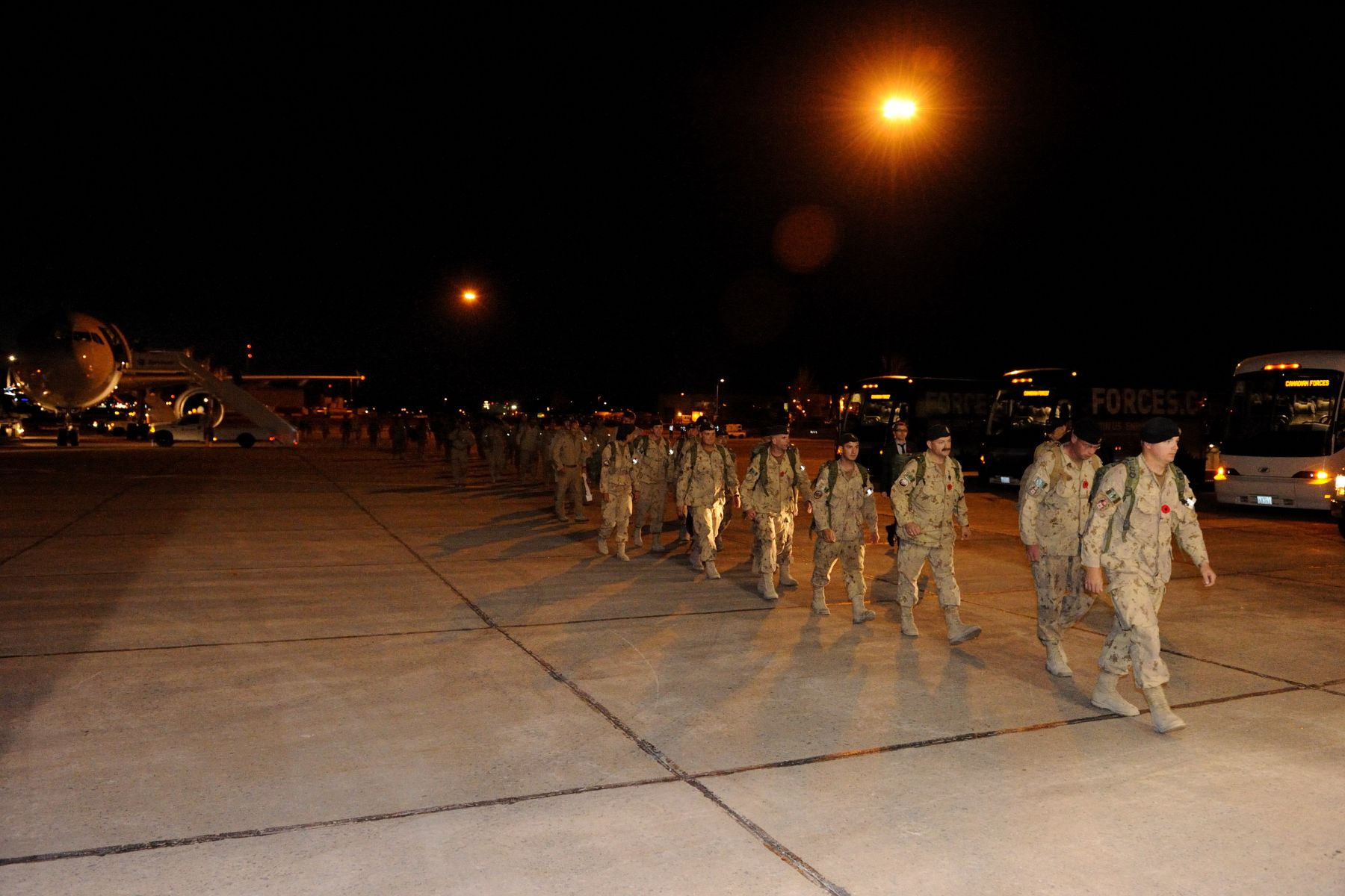 In the evening, the Governor General welcomed back to Canada troops returning from Afghanistan.