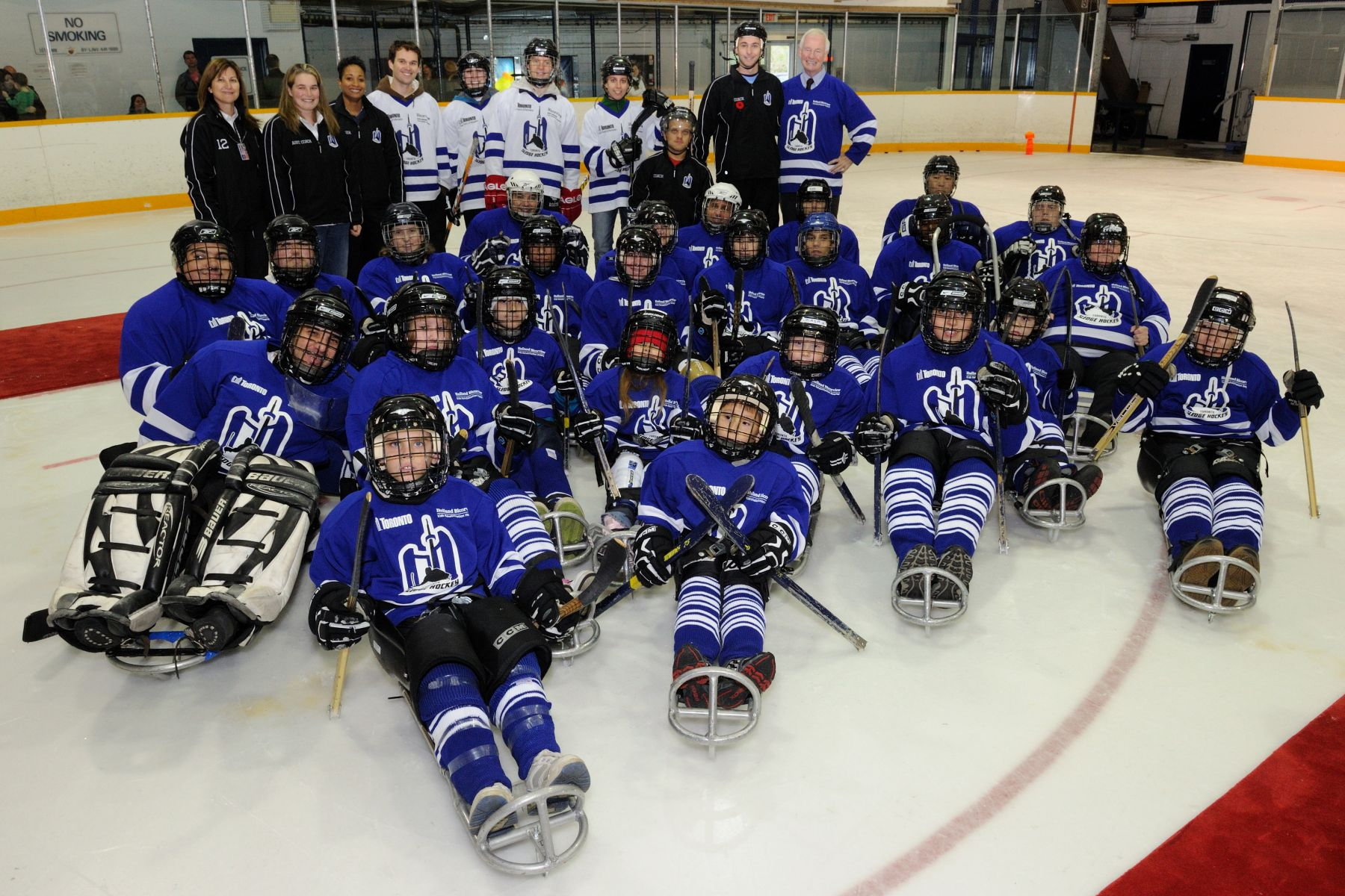 His Excellency the Right Honourable David Johnston, Governor General of Canada, had the opportunity to meet with youth and adult sledge hockey players and representatives from  Toronto Parks, Forestry and Recreation. This organization facilitates partnerships between groups and organizations serving people with disabilities to offer over 15 accessible sports programs across Toronto.
