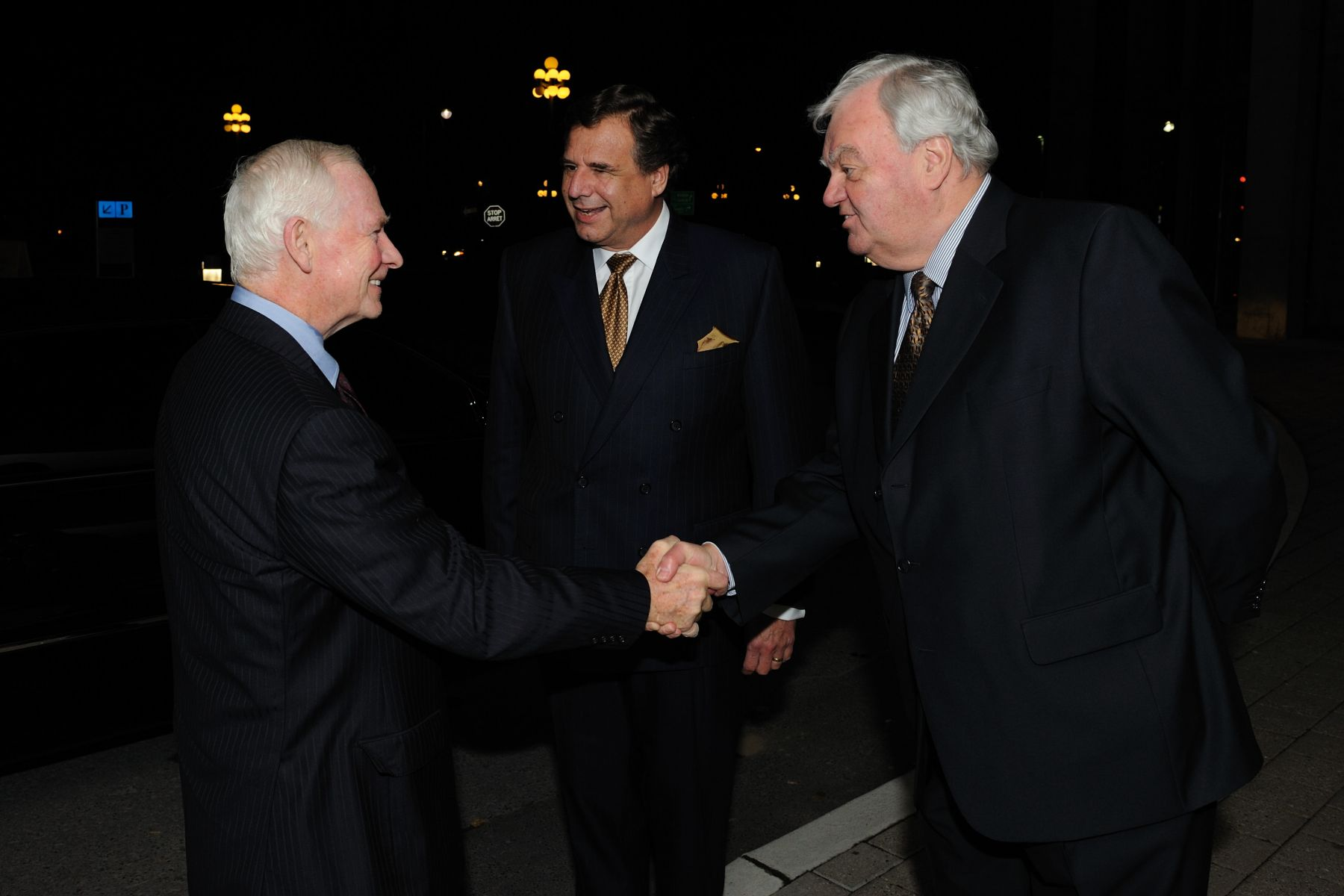 His Excellency the Right Honourable David Johnston, Governor General of Canada, attended the 2010 Canadian Health Research Awards—A Celebration of Excellence in Canadian Health Research. The ceremony took place at the National Gallery of Canada. Upon his arrival, the Governor General was greeted by the President of the Canadian Institutes of Health Research Dr. Beaudet (left) and the President of the Prix Galien Canada Jury Dr. Gagné (right).