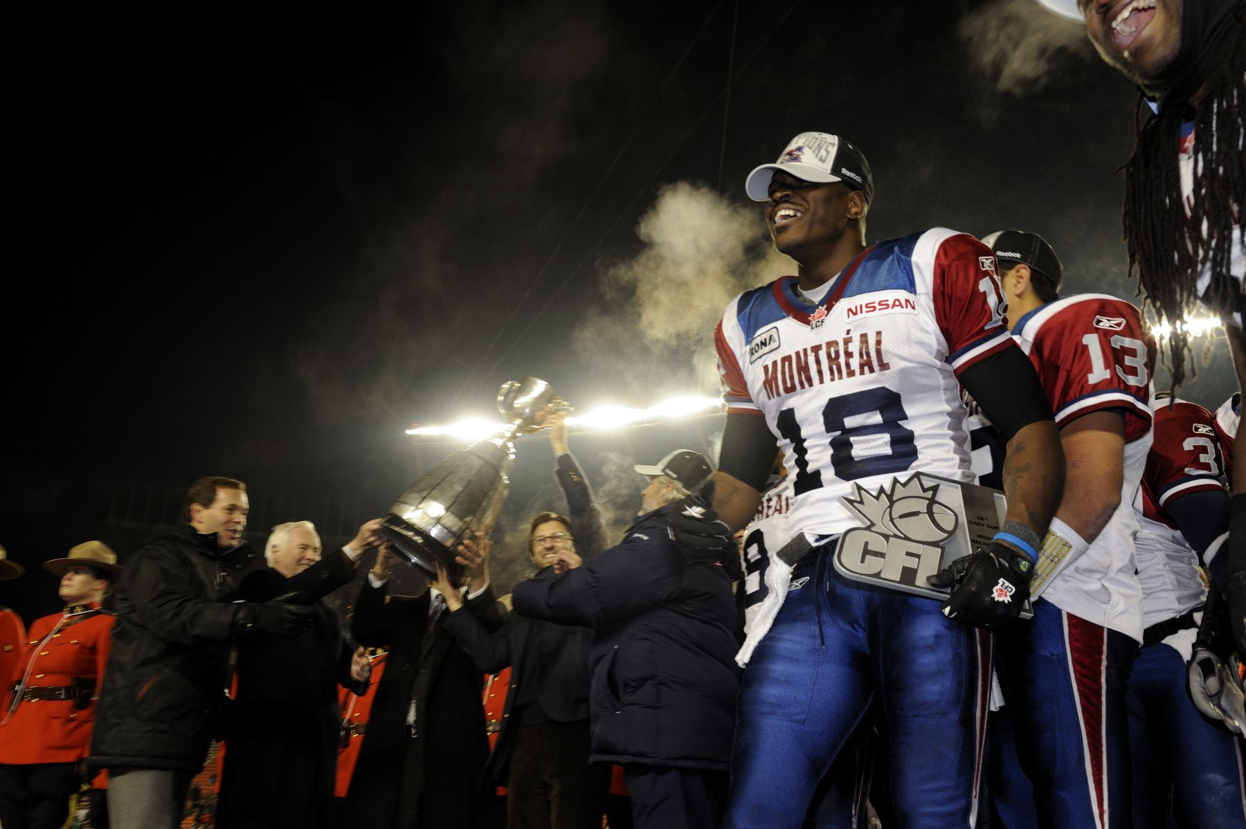 Accompanied by CFL Commissioner Mark Cohon, His Excellency presented the Grey Cup trophy to this year's winning team of the 98th Grey Cup Championship, the Montréal Alouettes.