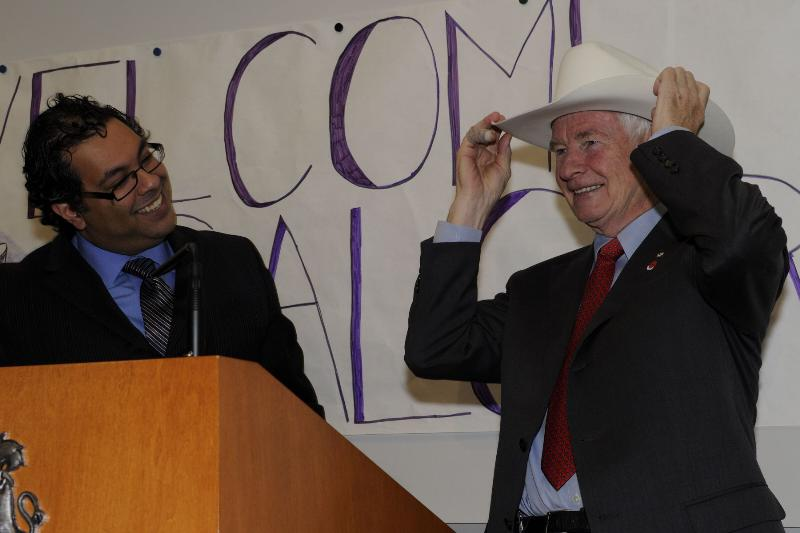 To mark the Governor General's official visit to the province, His Worship Naheed Nenshi, Mayor of Calgary, presented His Excellency with a White Hat which he wore proudly.