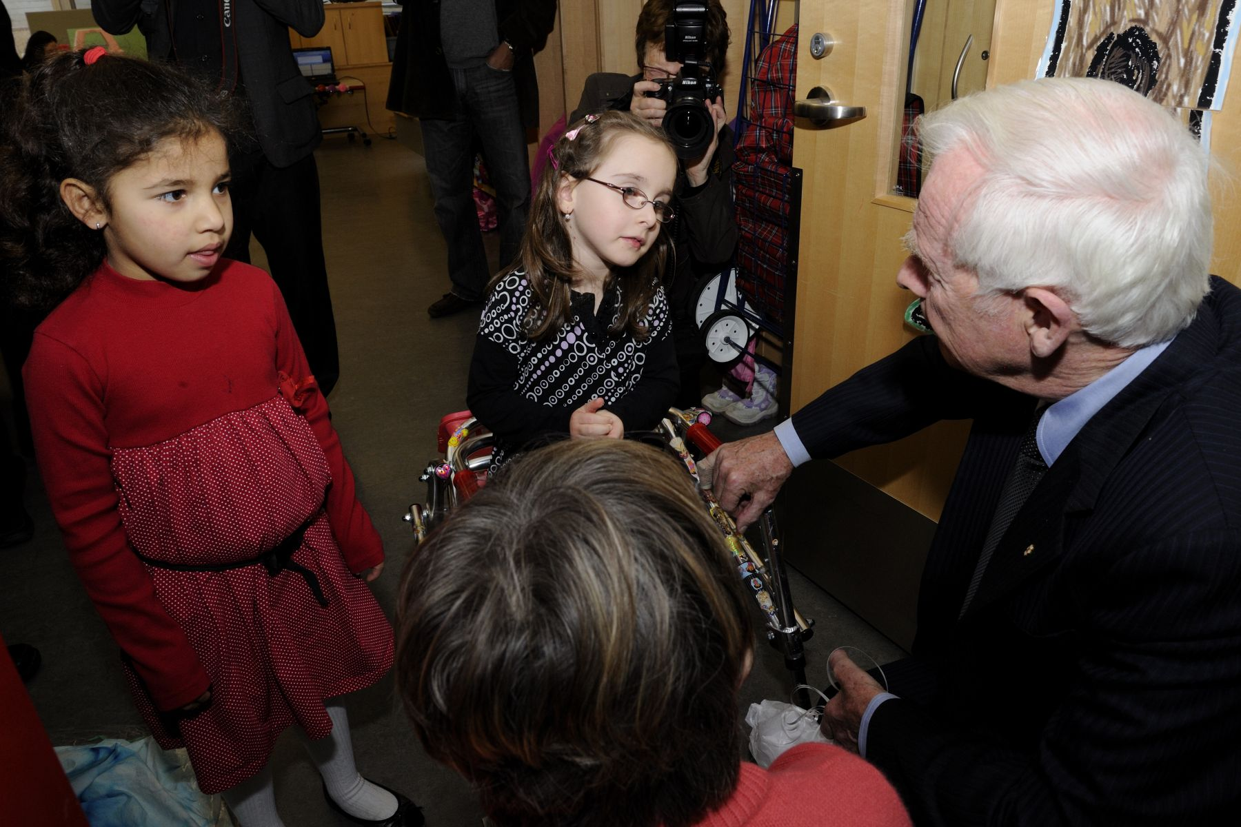 Their Excellencies spoke with two young girls who receive special care from Holland Bloorview Kids Rehabilitation Hospital.