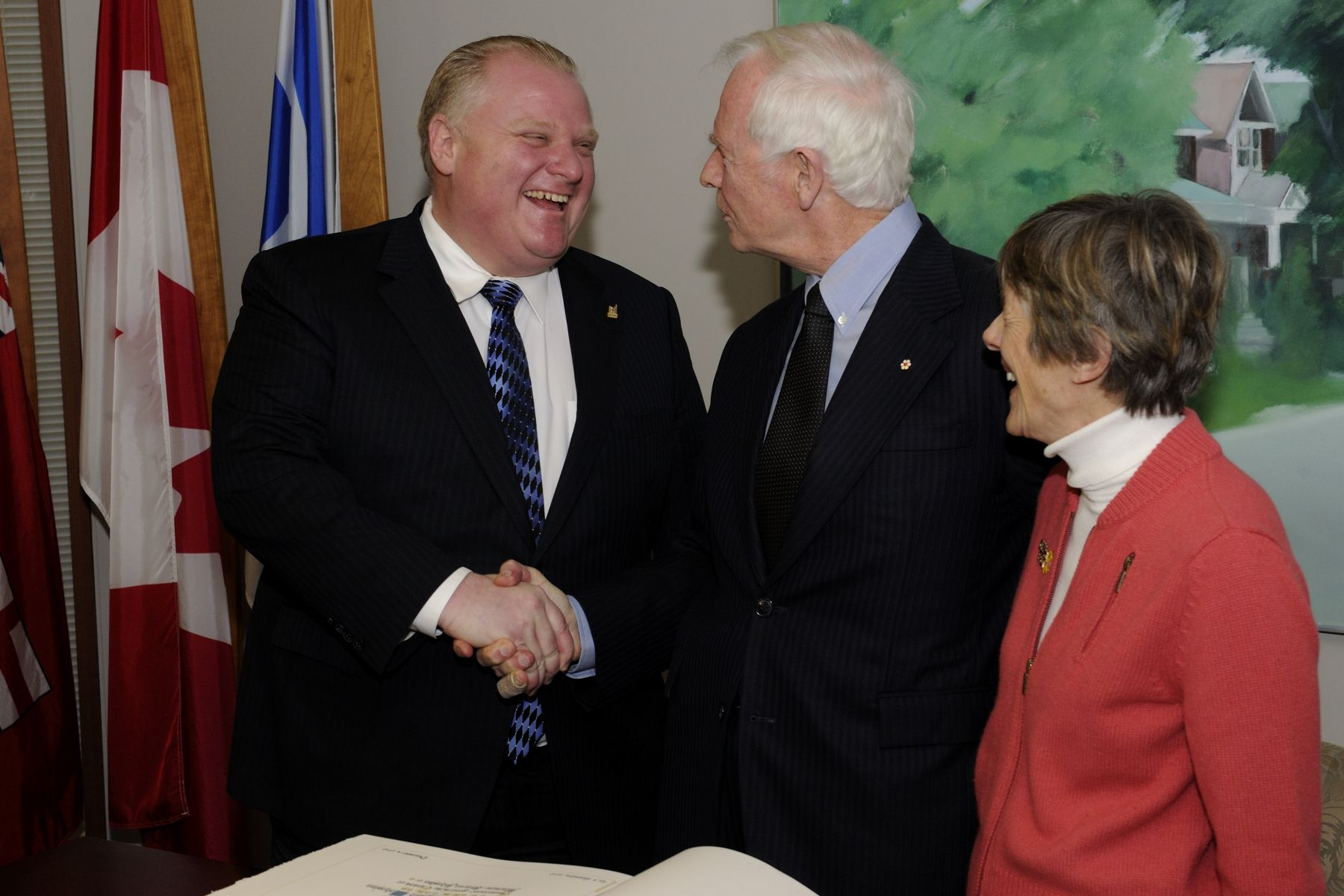 The official visit to Ontario ended with a meeting at City Hall with His Worship Rob Ford, Mayor of Toronto. During the meeting, Their Excellencies signed the official guest book.