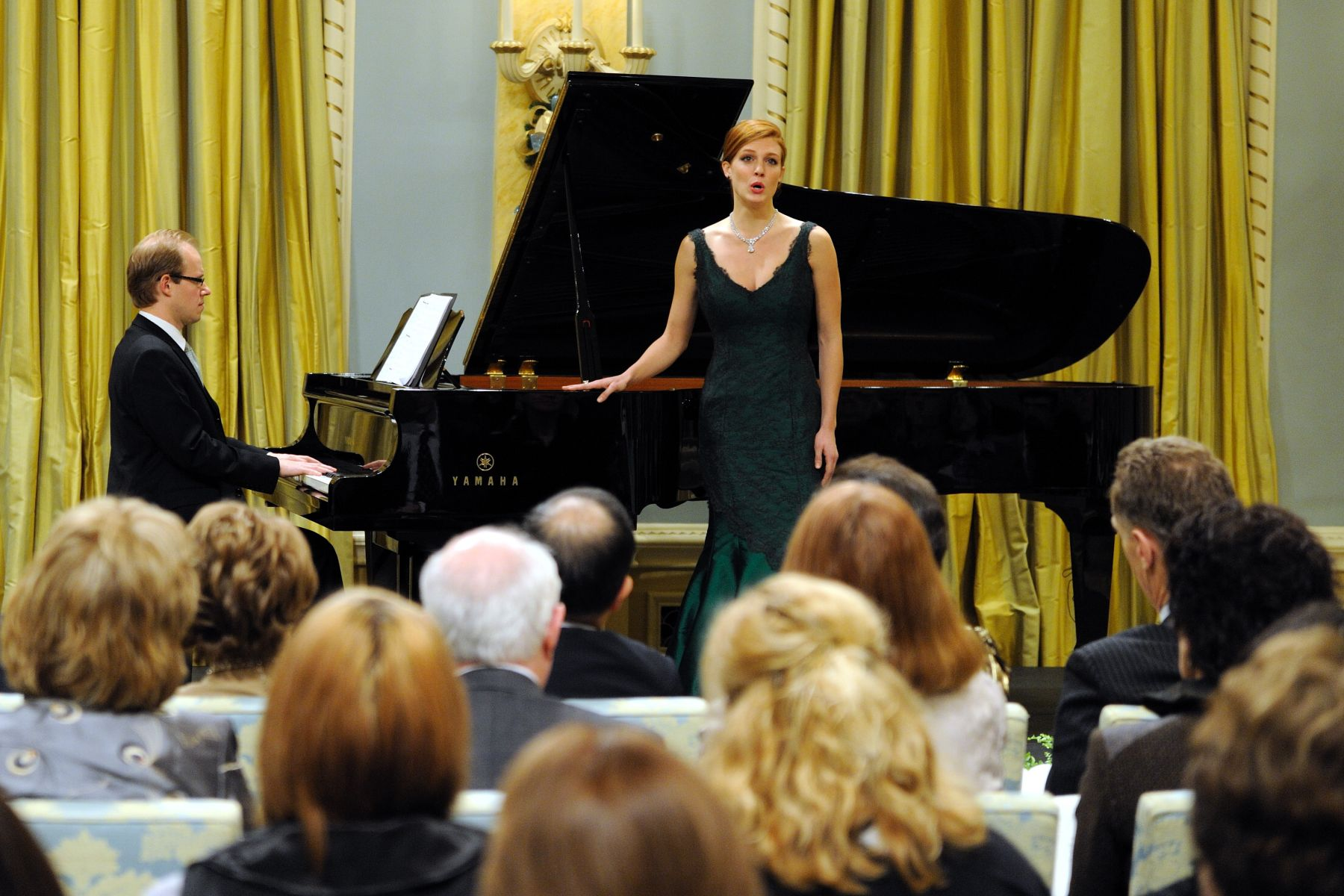 "Hailed by critics for her ""voice of satin purity,"" mezzo Wallis Giunta's season includes second lady in Die Zauberflöte (Canadian Opera Company), and Messiah (The Regina Symphony). A graduate of the Glenn Gould School at The Royal Conservatory, Wallis was recently awarded a Canada Council for the Arts grant, and was the winner of the Ottawa Choral Society New Discoveries Auditions."