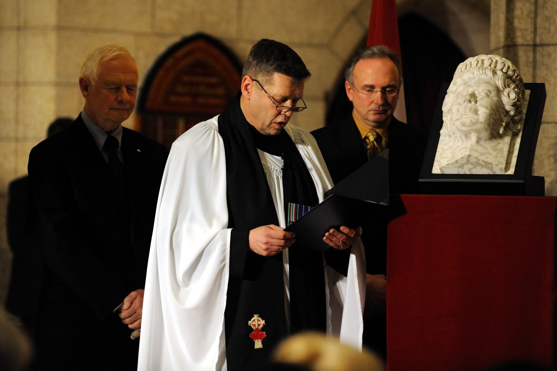 Chaplain General of the Canadian Forces, Brigadier-General Karl McLean, proceeded with a prayer of dedication. The corbel will be added to the Sovereigns' Arches, located in front of the Senate Chamber.