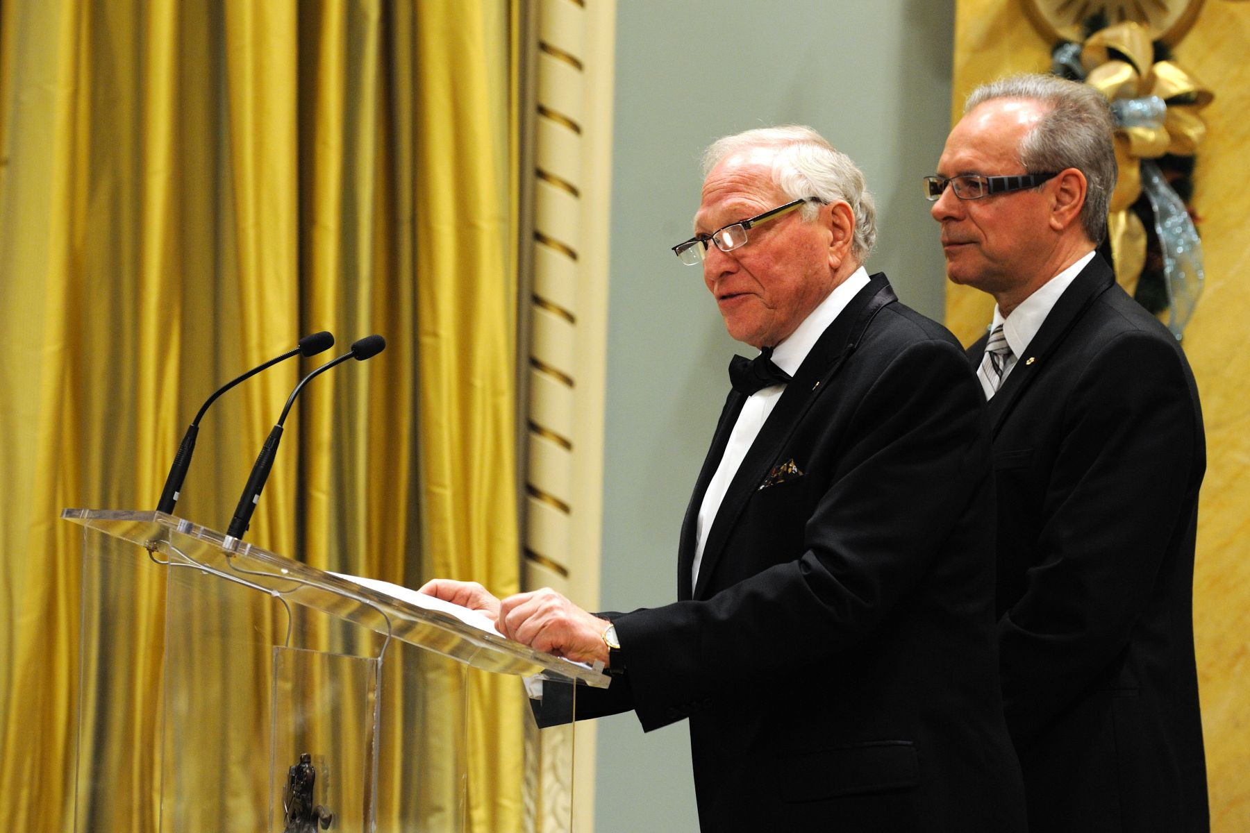 Mr. Joseph L. Rotman, Chair of the Canada Council for the Arts, and Mr. Simon Brault, Vice-Chair of the Canada Council for the Arts, congratulated the recipients of the 2010 Killam Prize, which are awarded annually for the outstanding career achievements of Canadian researchers in health sciences, engineering, humanities, natural sciences and social sciences.