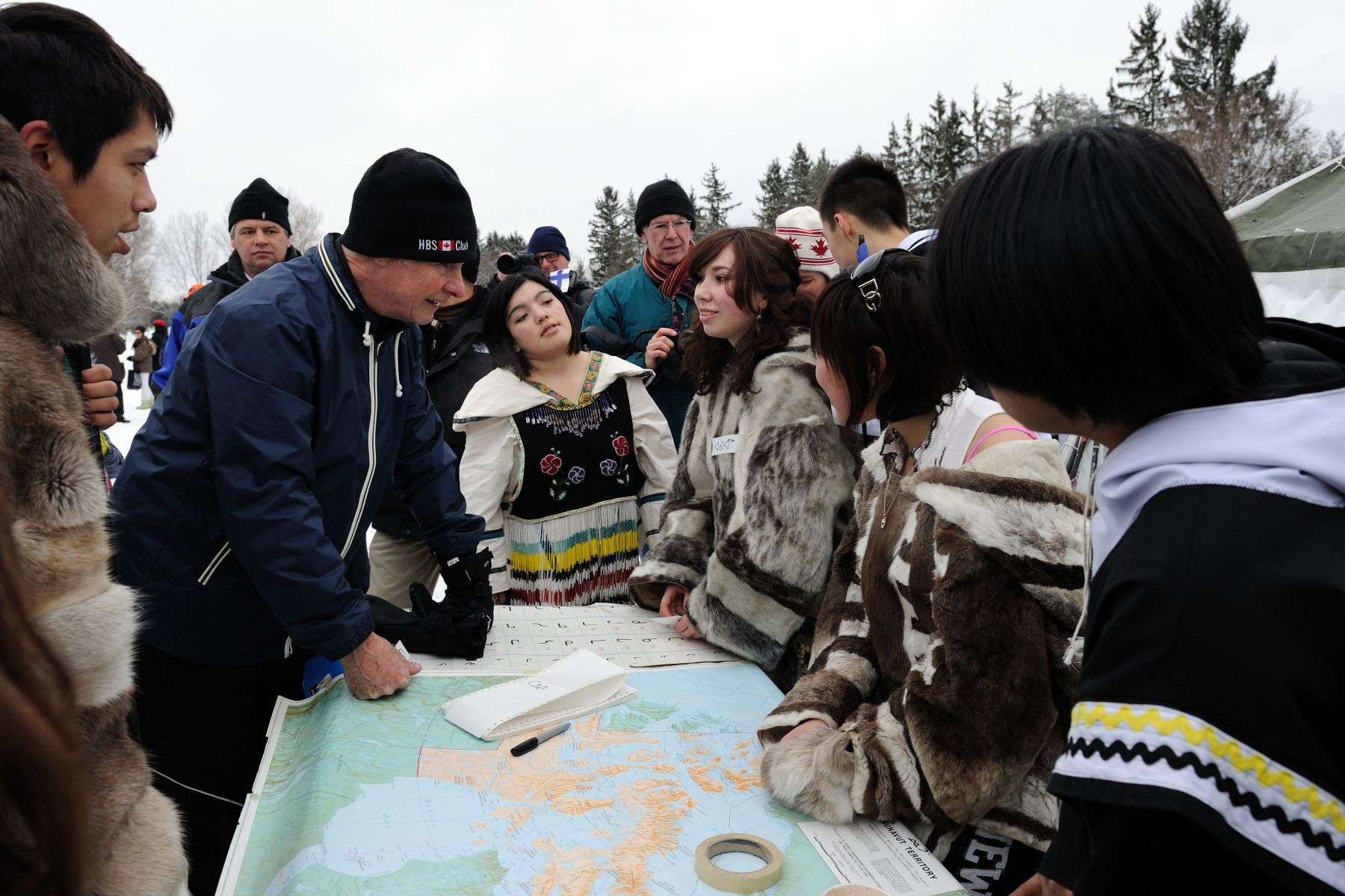 The Governor General met with students of Nunavut Sivuniksavut who shared their Inuit culture and language through drumming, dancing, throat singing and winter activities.
