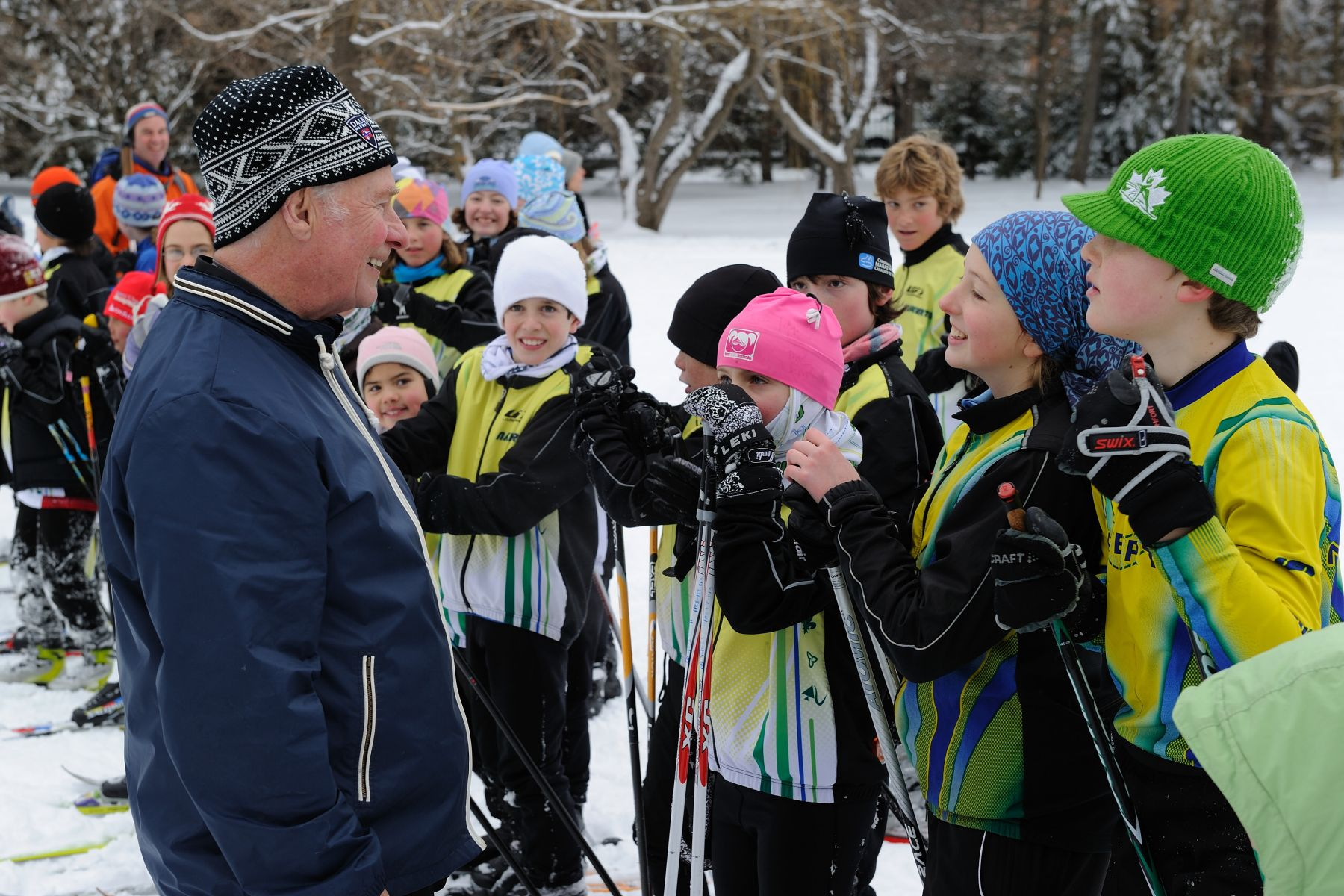 The Governor General took the time to speak to young skiers from the Nakkertok Cross-Country Ski Club who provided cross-country skiing demonstrations to visitors.