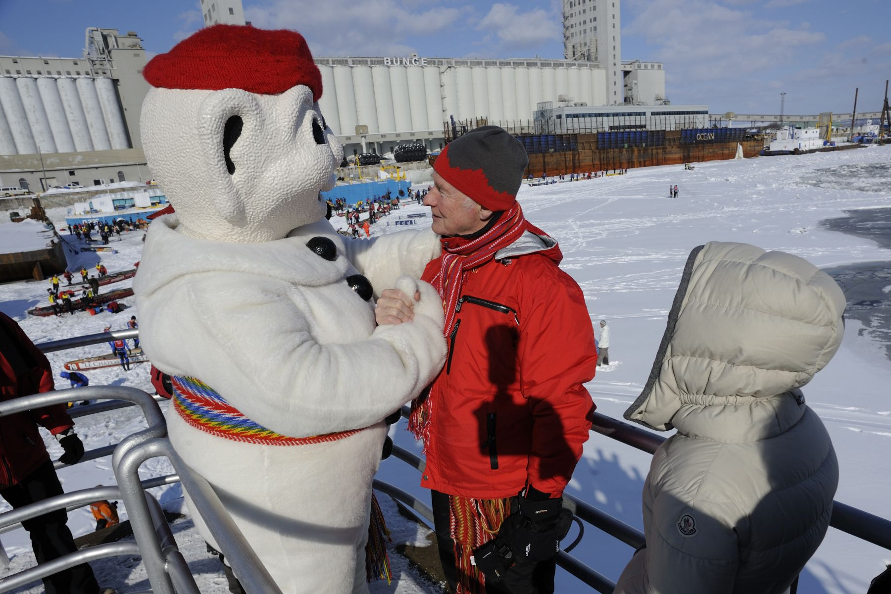 Bonhomme met with Their Excellencies to watch the race.
