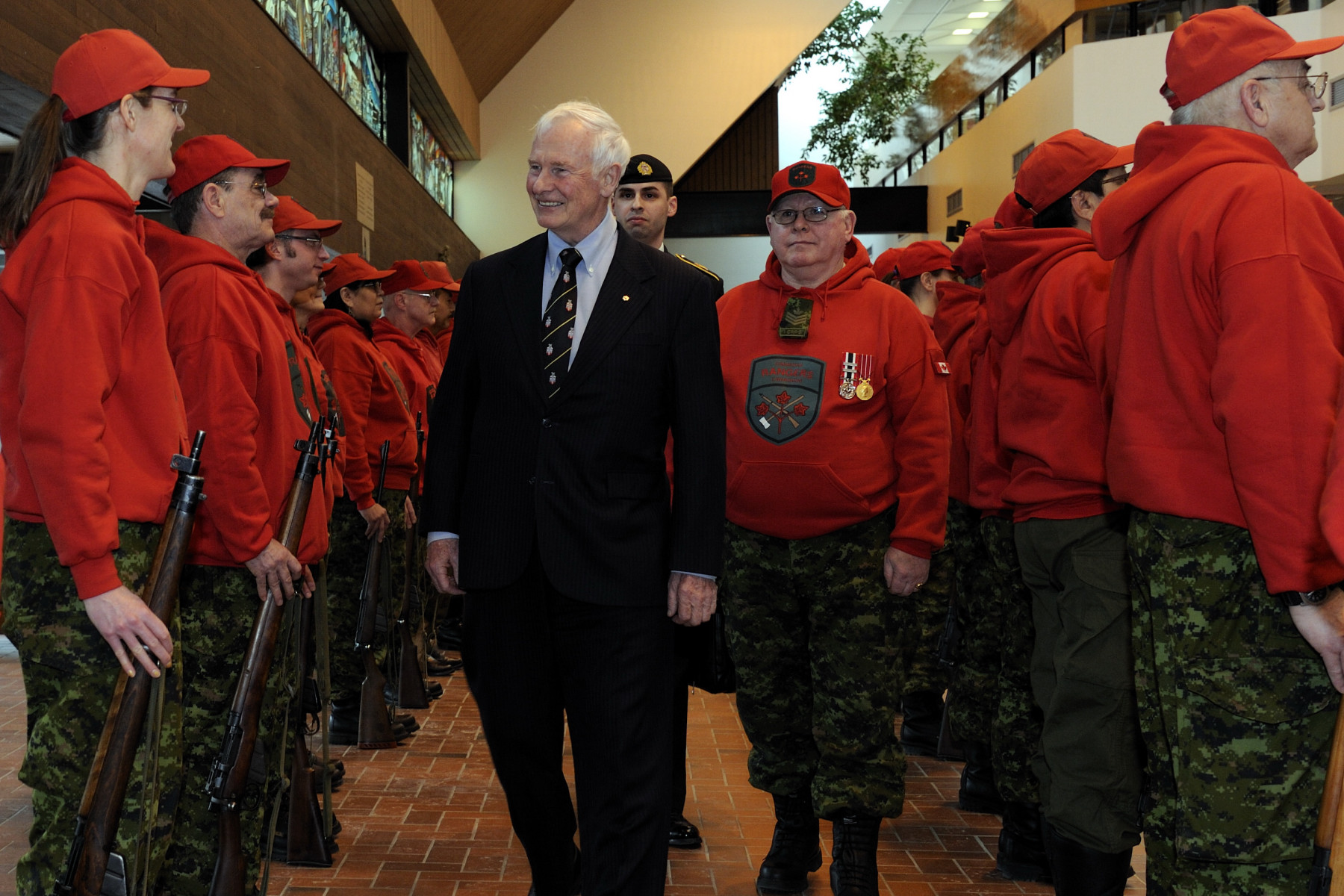 During the official welcoming ceremony, the Governor General conducted the inspection of the guard of honour composed of members of the Canadian Rangers.