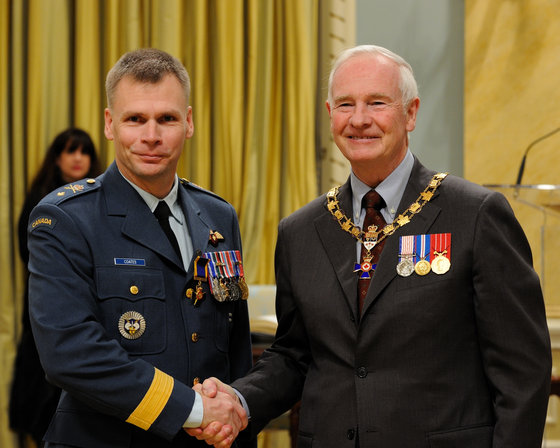 His Excellency presented the Order of Military Merit at the Officer level (O.M.M.) to Colonel Christopher Coates, O.M.M., M.S.M., C.D., Joint Task Force Afghanistan, Kandahar, Afghanistan.