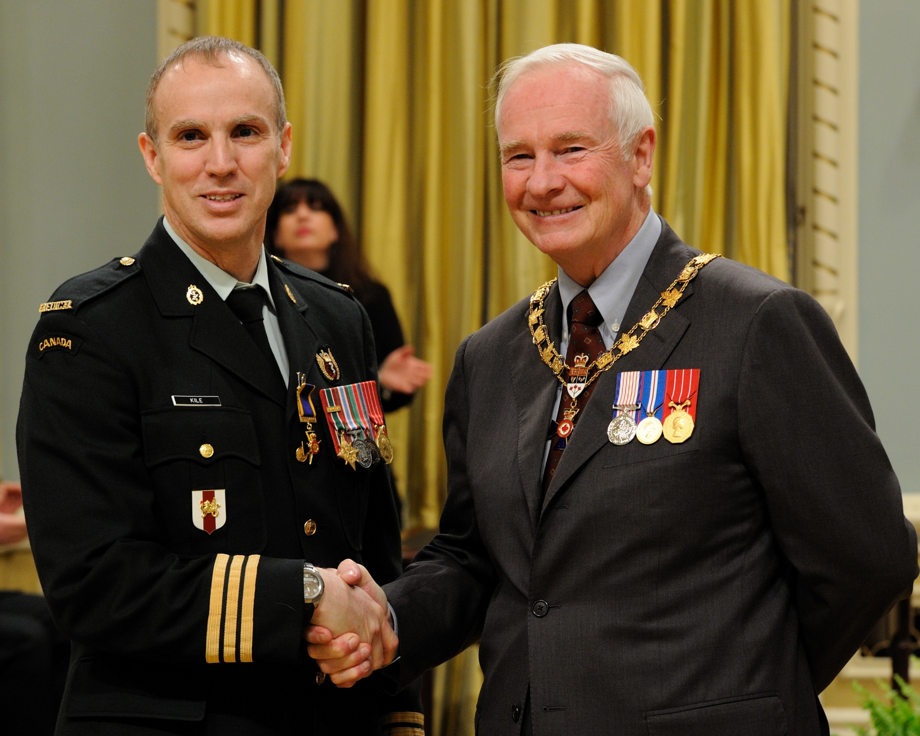 His Excellency presented the Order of Military Merit at the Officer level (O.M.M.) to Lieutenant-Colonel James Kile, O.M.M., C.D., 2 Field Ambulance, Petawawa, Ontario.