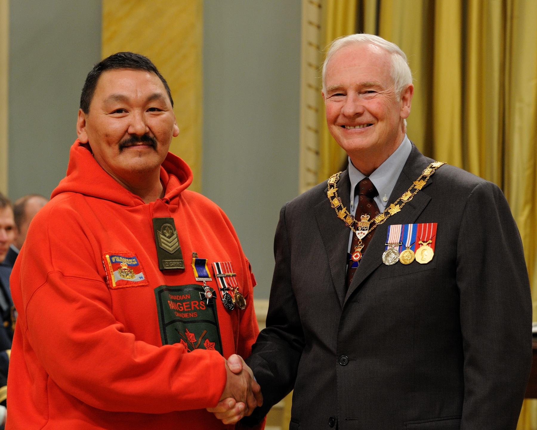 His Excellency presented the Order of Military Merit at the Member level (M.M.M.) to Sergeant Markusi Qinuajuak, M.M.M., C.D., 2nd Canadian Ranger Patrol Group, Richelain, Quebec.