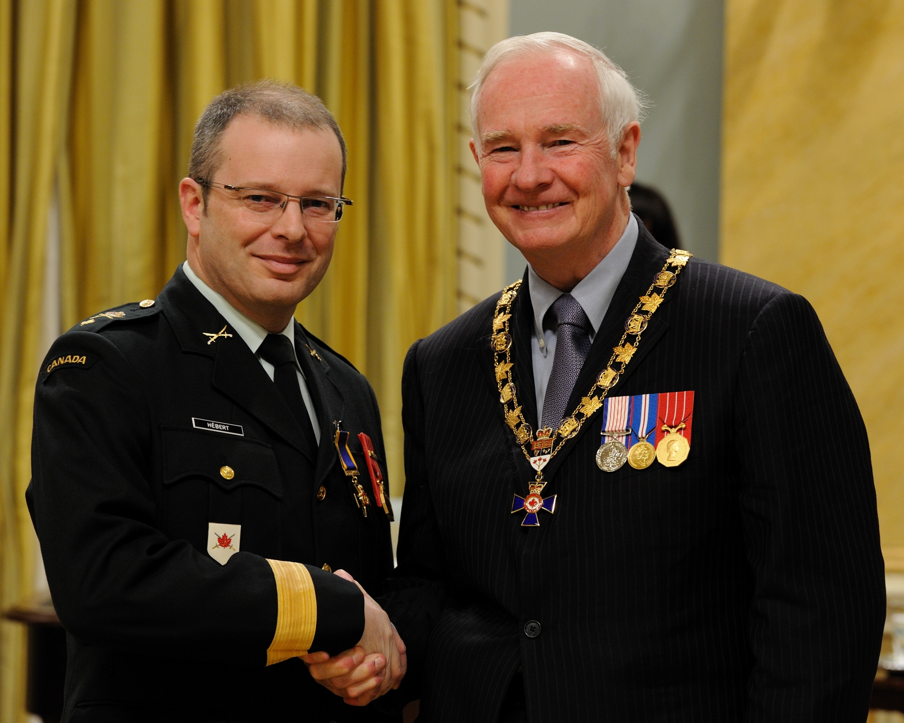 His Excellency presented the Order of Military Merit at the Officer level (O.M.M.) to Brigadier-General Simon Hébert, O.M.M., C.D.,