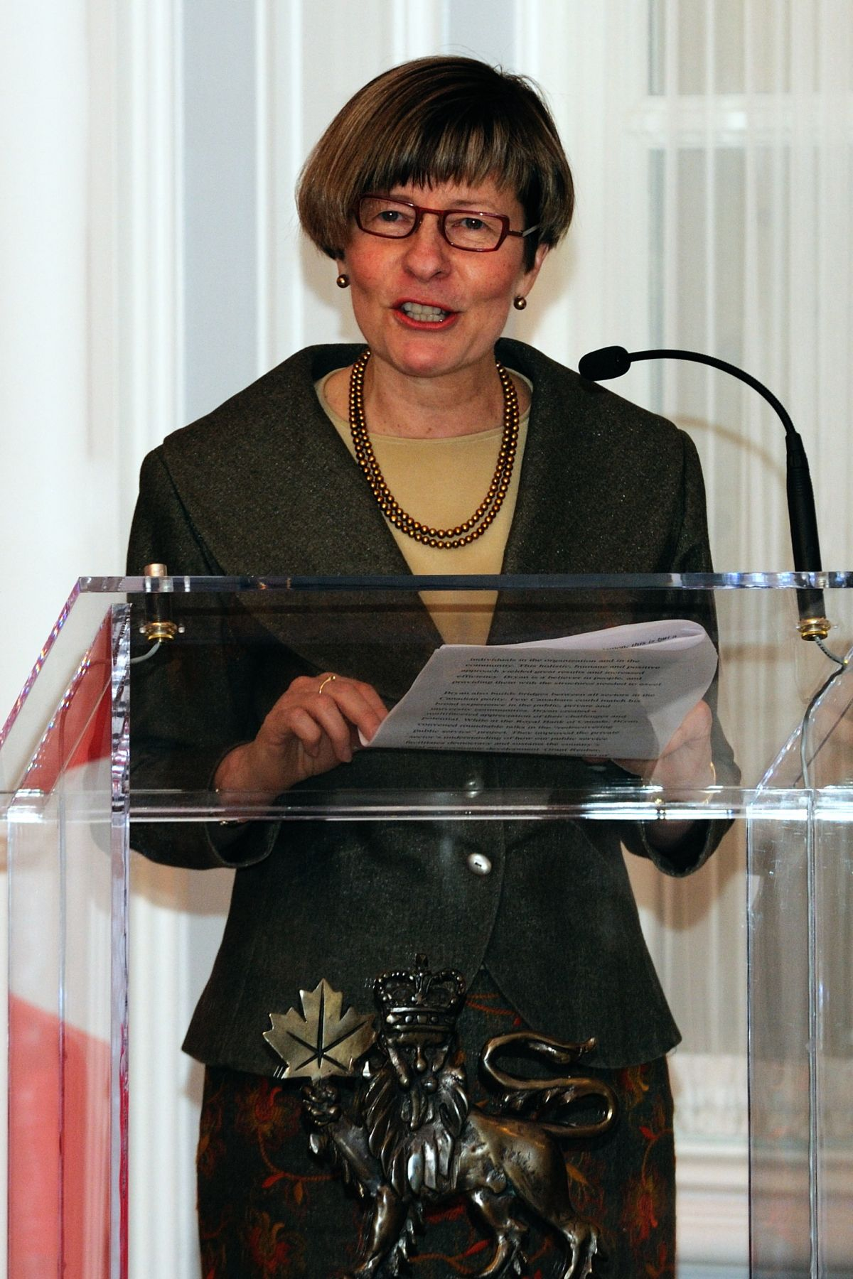 The President of IPAC Ms. Denyse Amyot introduced the recipient of the 2010 Vanier Medal to the audience gathered at Rideau Hall on March 18, 2011.