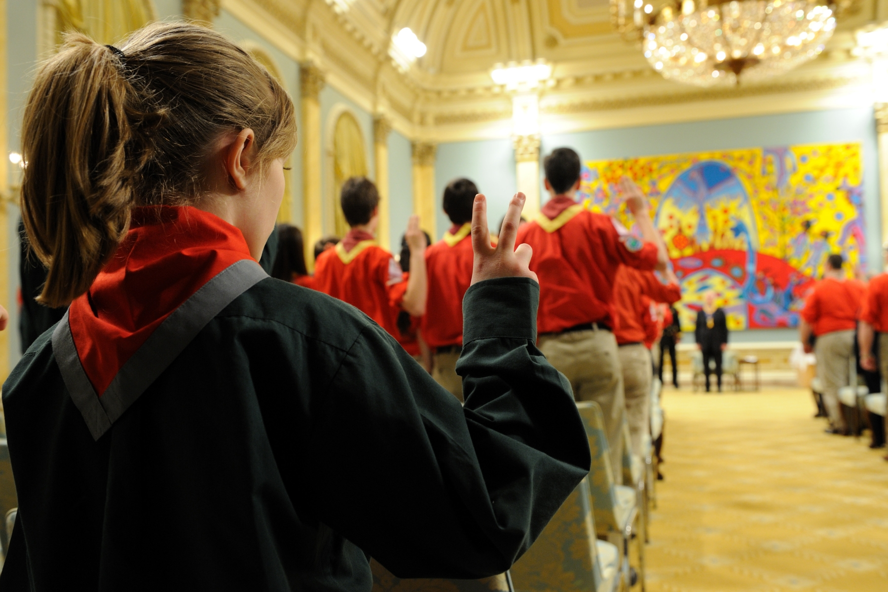 As chief scout of the Association des scouts du Canada, the Governor General presented decorations to four groups of young people, aged 12 to 17. He also recognized 39 adult volunteers and benefactors who have made a significant contribution to the development of Canadian Francophone Scouting.
