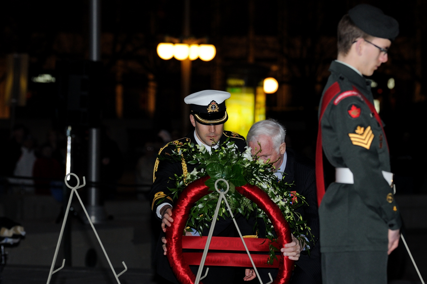 The Governor General participated in the laying of wreaths before the Tomb of the Unknown Soldier during a special candlelight ceremony on the eve of Vimy Ridge Day, to pay tribute to the 94th anniversary of the Battle of Vimy Ridge.