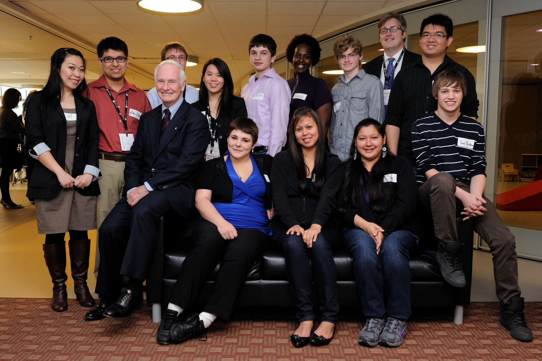 Official photo of His Excellency with participants from the Vancouver Foundation's Youth Philanthropy Council and young people from across Canada.