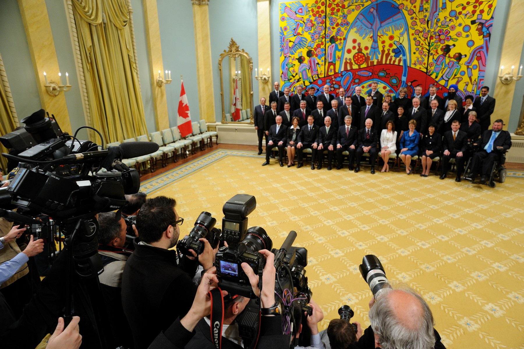 Many media covered the ceremony and the official photo of the new federal Ministry held in the Ballroom.