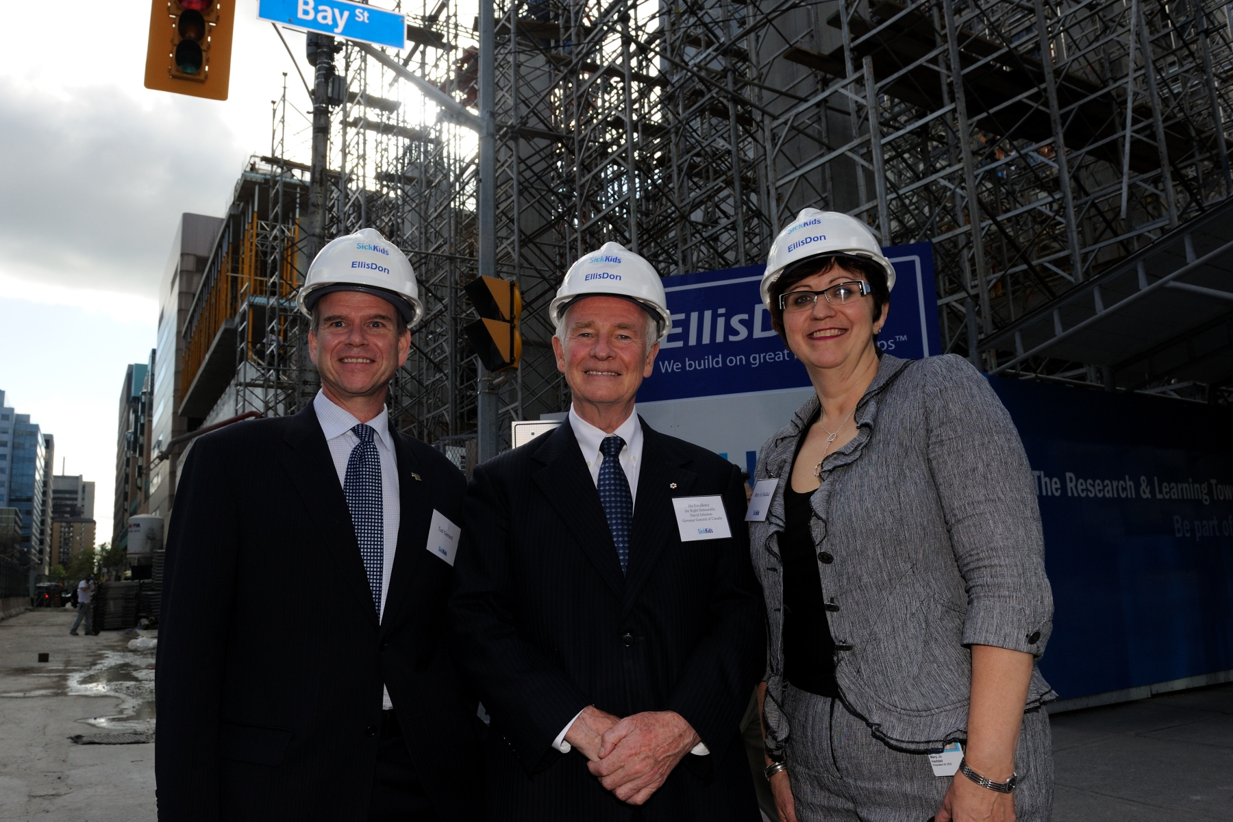 His Excellency also took the time to visit the Hospital for Sick Children Toronto (SickKids). Upon his arrival, the Governor General participated in a hard-hat tour of the SickKids Research and Learning Tower, and was accompanied by Mary Jo Haddad, President and CEO, The Hospital for Sick Children (right), and Ted Garrard, President and CEO, SickKids Foundation (left).