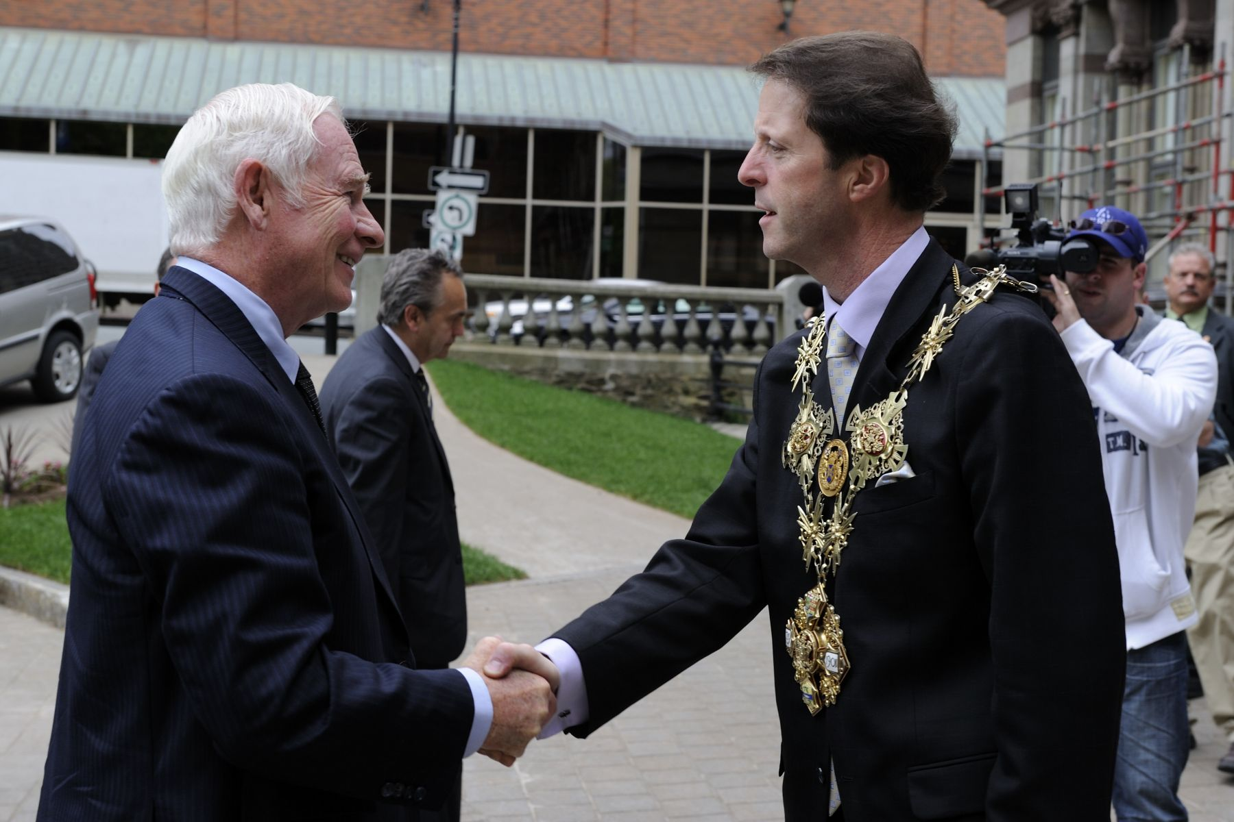 Upon his arrival at City Hall, His Excellency the Right Honourable David Johnston, Governor General of Canada, was greeted by His Worship Peter Kelly, Mayor of Halifax Regional Municipality.