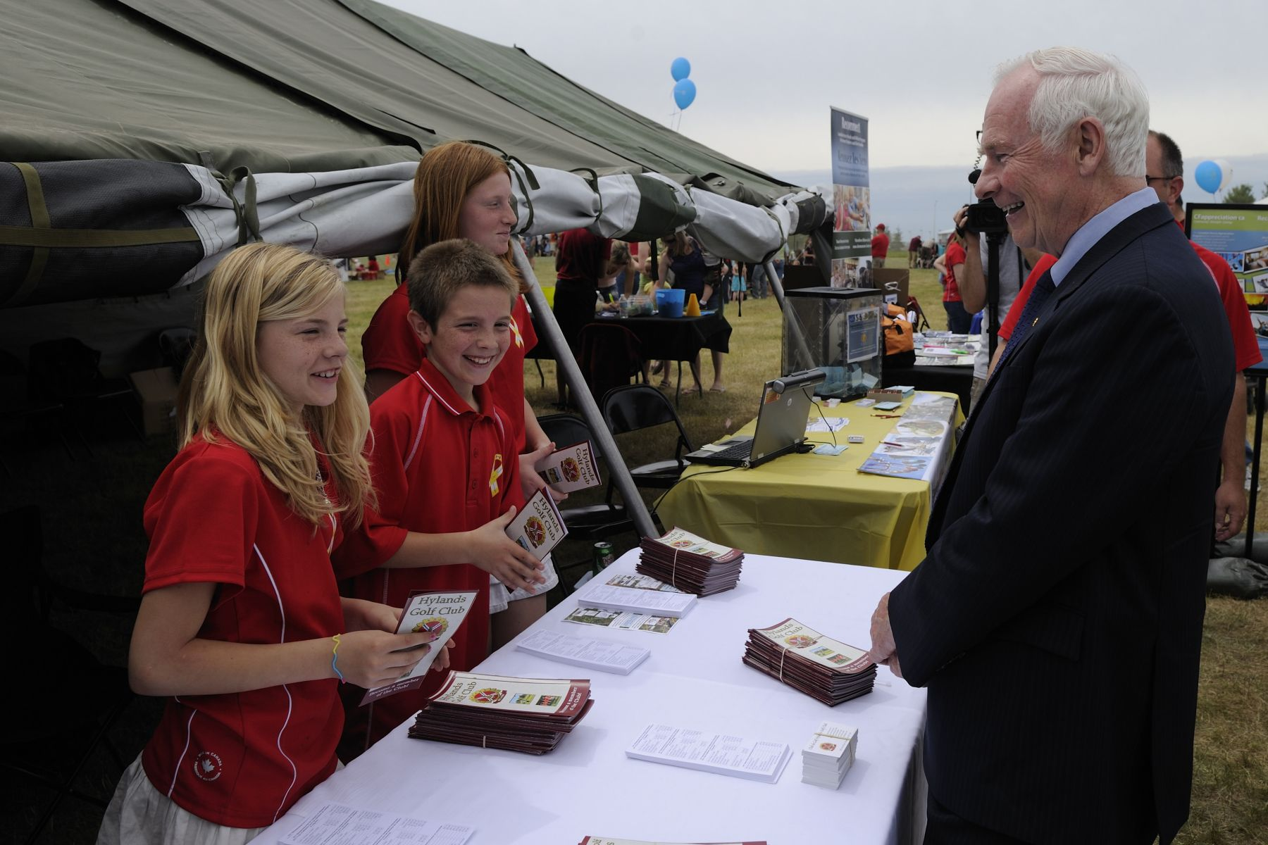 His Excellency visited the kiosks installed on the grounds of the former site of the Canadian Forces Base Uplands in Canada's Capital Region. He took time to speak with youth who volunteered their time for this special event.