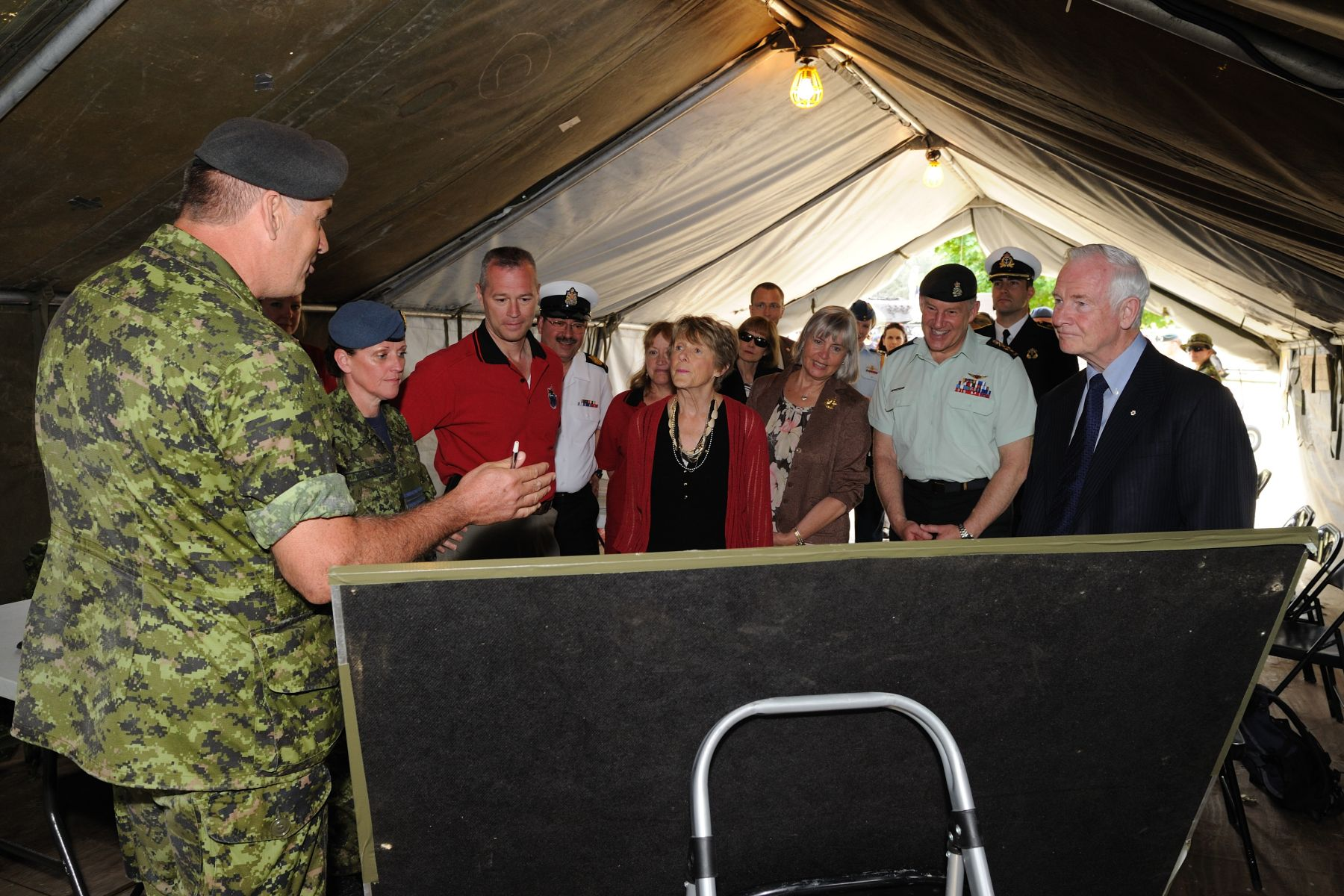 Their Excellencies the Right Honourable David Johnston, Governor General and Commander-in-Chief of Canada, and Mrs. Sharon Johnston visited our military troops and their families on June 4, 2011, as part of Canadian Forces Day.
