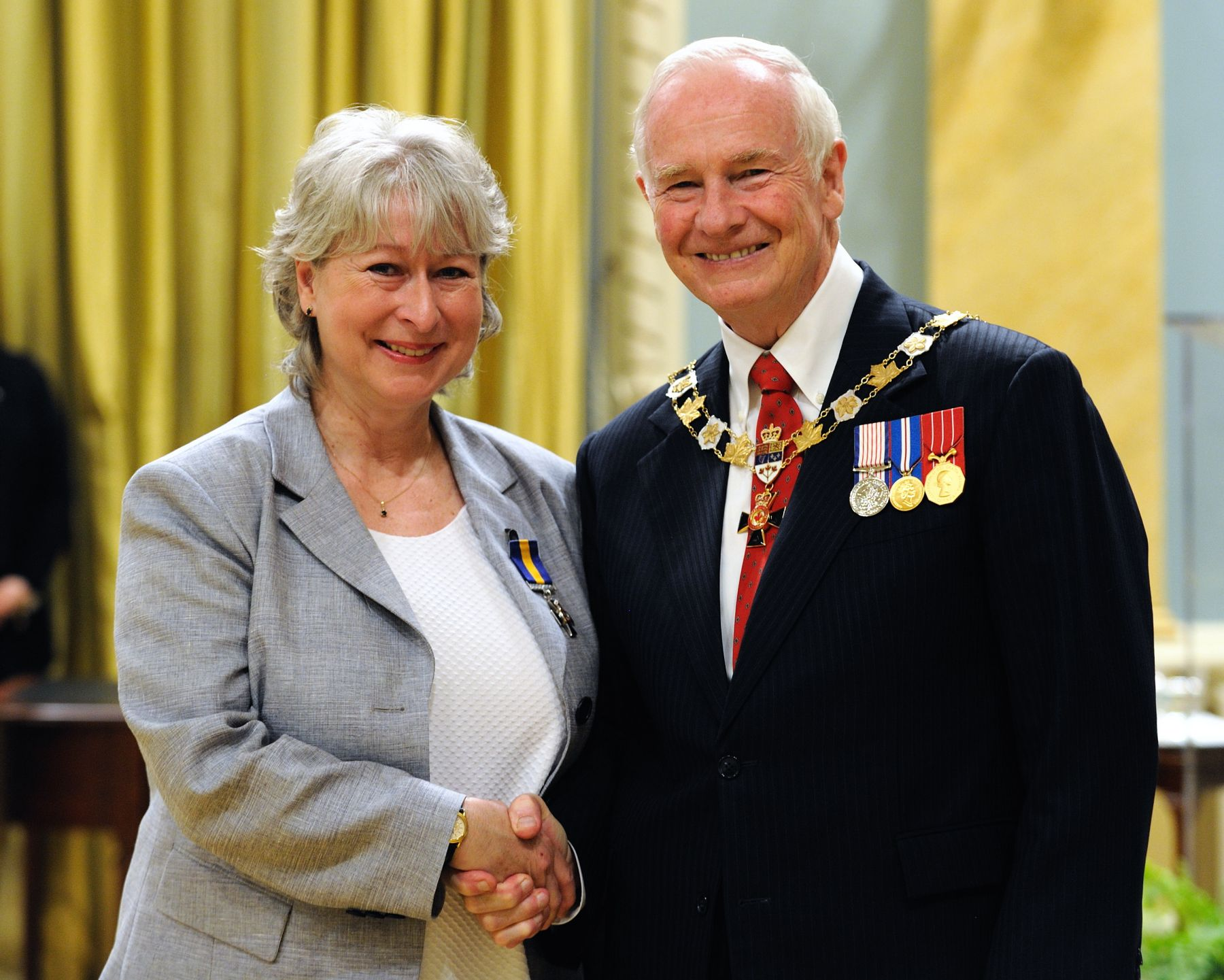 His Excellency presented the Order of Merit of the Police Forces at the Member level (M.O.M.) to Ms. Kristine Kijewski, M.O.M., of the Toronto Police Service, Ontario.