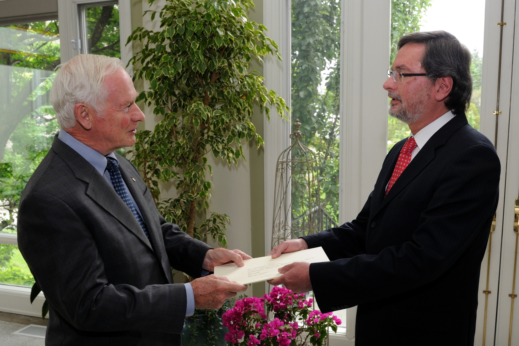 On June 13, 2011, the Governor General received the credentials of His Excellency Andrés Terán Parral, Ambassador of the Republic of Ecuador, during a private ceremony at Rideau Hall.