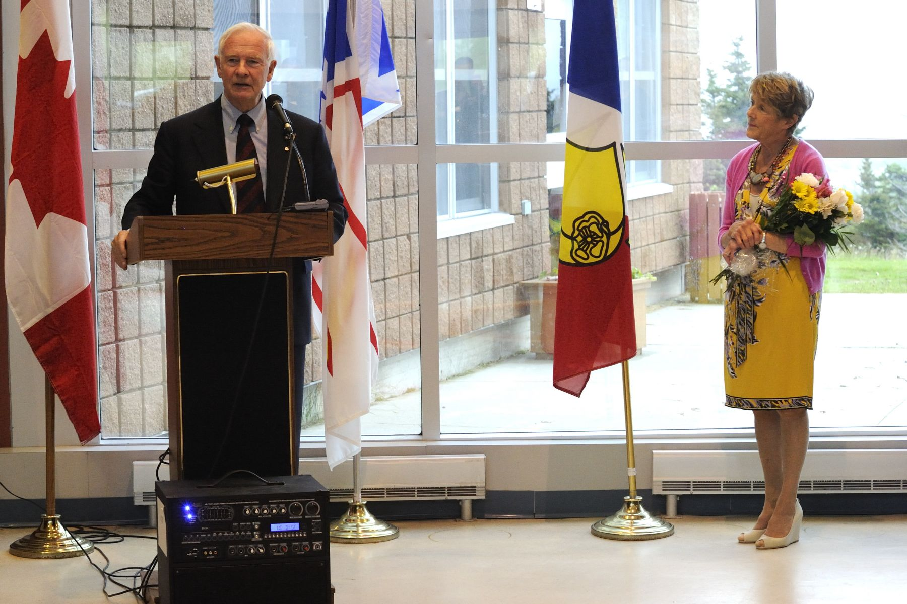 On Saint-Jean-Baptiste Day, Their Excellencies met with members of the Fédération des francophones de Terre-Neuve et du Labrador (FFTNL) at the Centre scolaire et communautaire des Grands-Vents, in St. John's. They visited the facility and discussed the importance of Francophone culture with members.