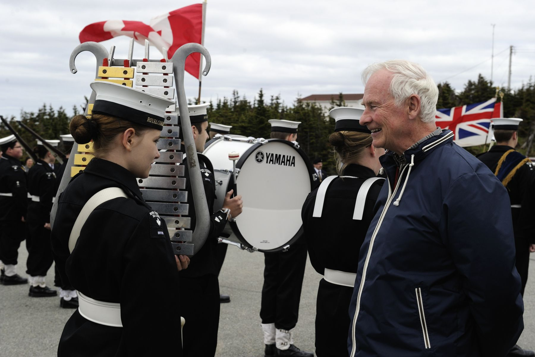 Their Excellencies ended their official visit to the province of Newfoundland and Labrador in Twillingate, the iceberg capital of the world. At the official welcoming ceremony, His Excellency spoke to a young cadet during the inspection of the guard.